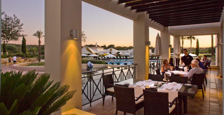 The Olive Tree Restaurant, overlooking the pool, offers Mediterranean and Portuguese gourmet cuisine and light meals