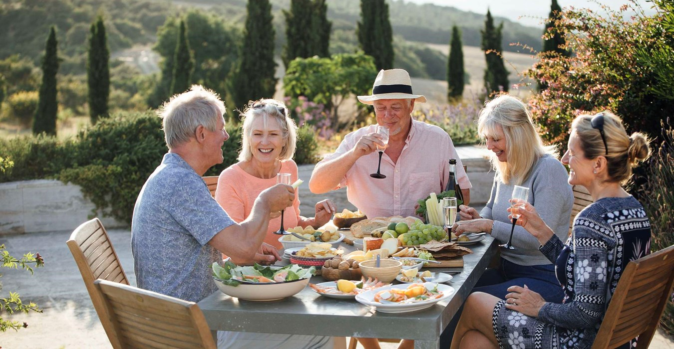 Family dining in Tuscany