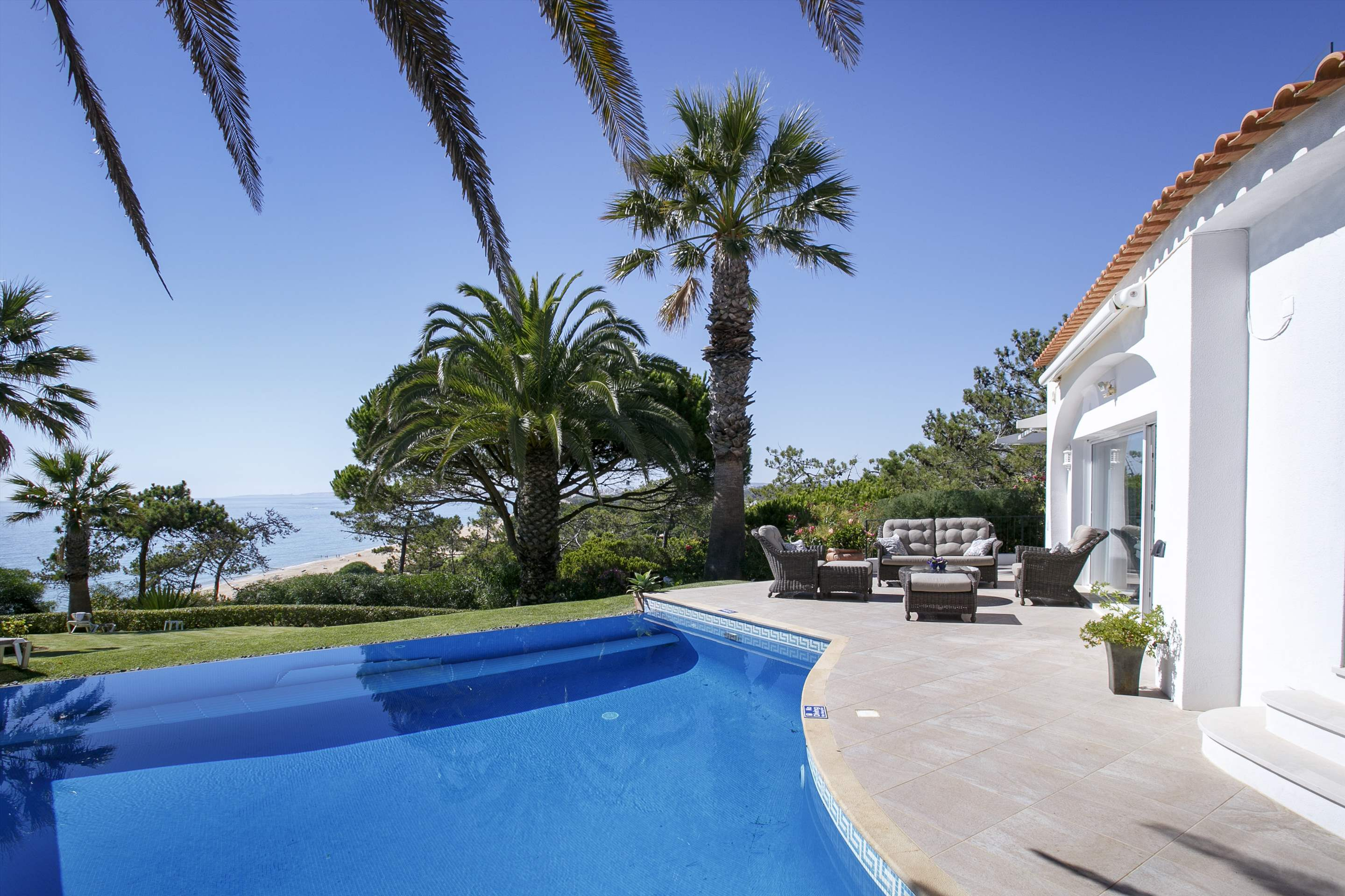 Villa Ocean Beach, 4 bedroom villa in Vale do Lobo, Algarve Photo #2