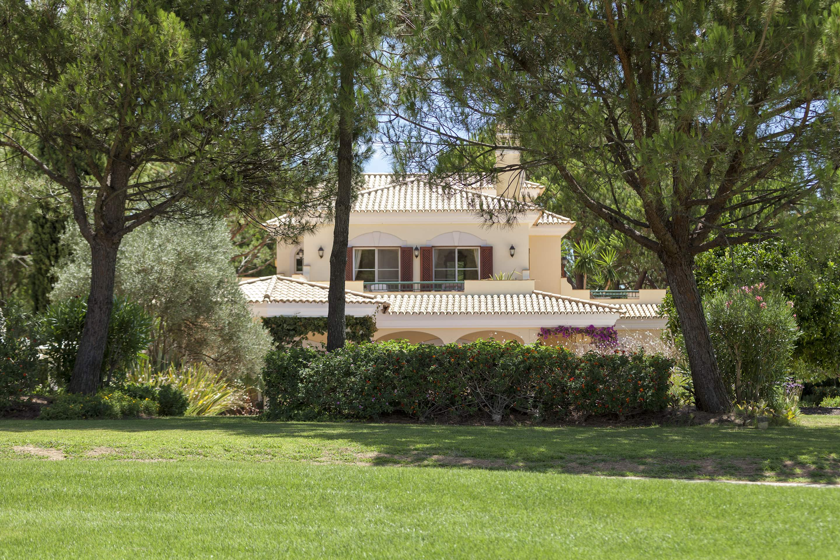 Villa Panache, 4 bedroom villa in Quinta do Lago, Algarve Photo #26