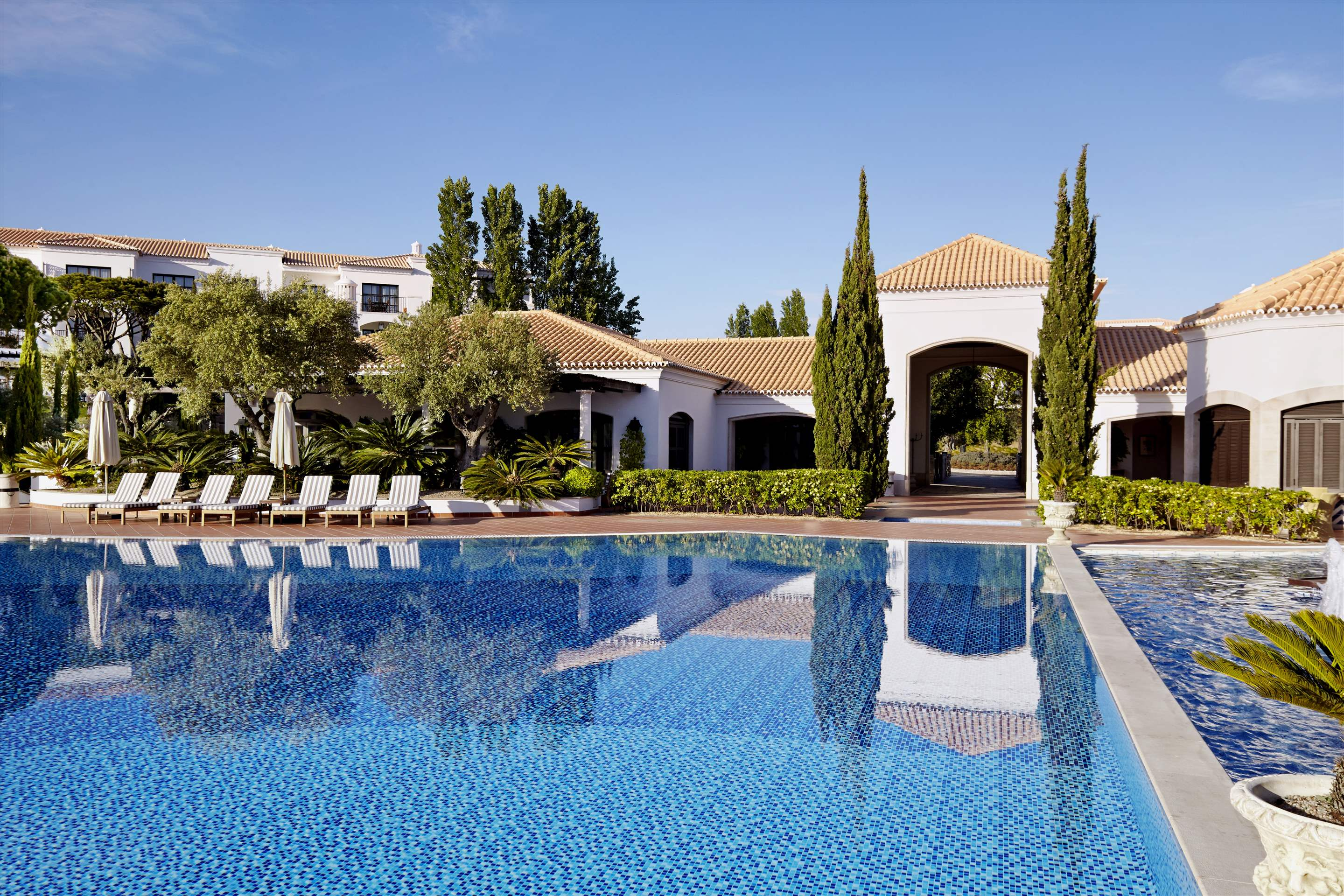 Pine Cliffs Residence, 2 bed luxury comfort suite, 2 bedroom apartment in Pine Cliffs Resort, Algarve