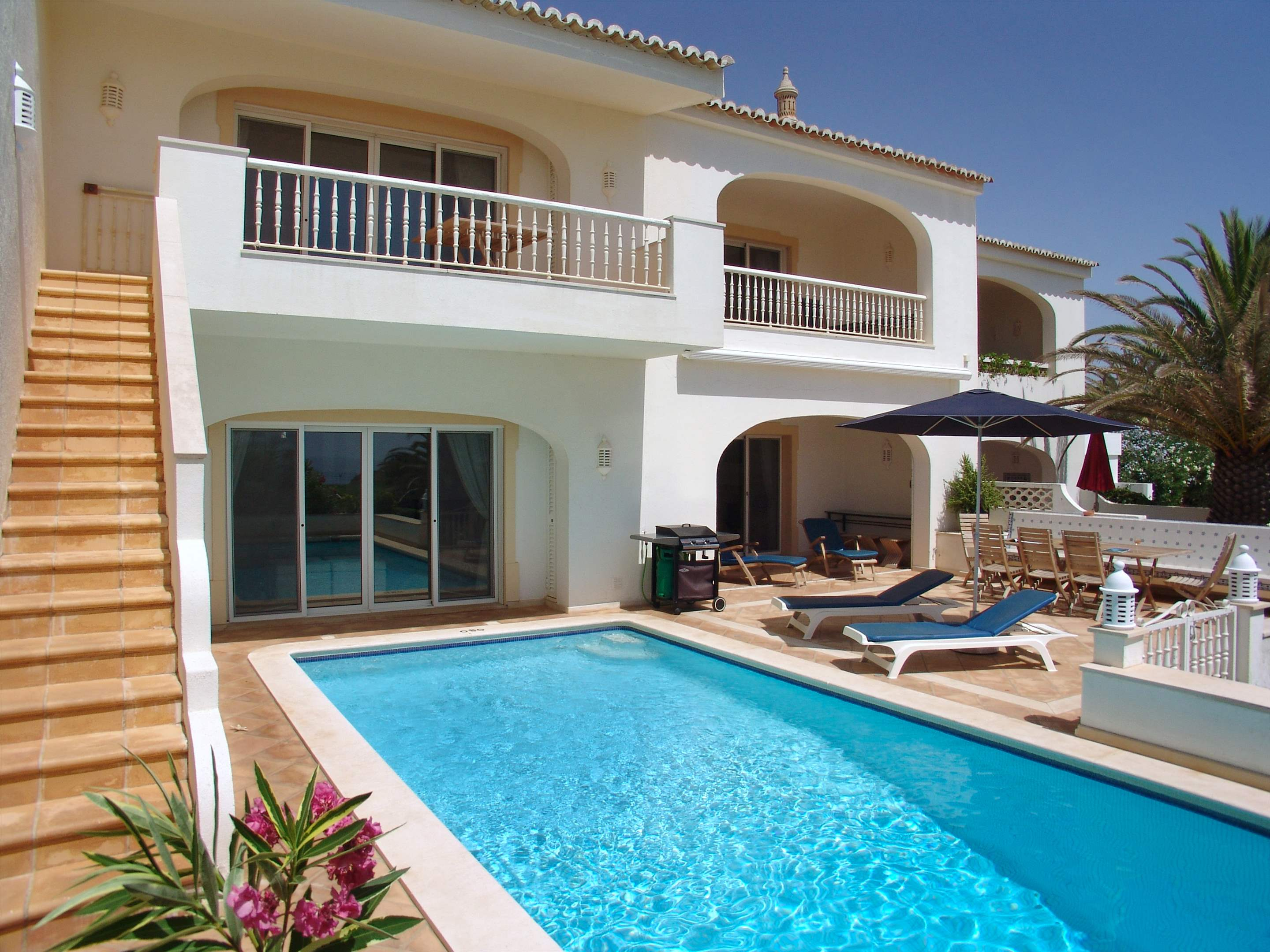 Villas Louisa, 3 bedroom, 3 bedroom villa in Vale do Lobo, Algarve