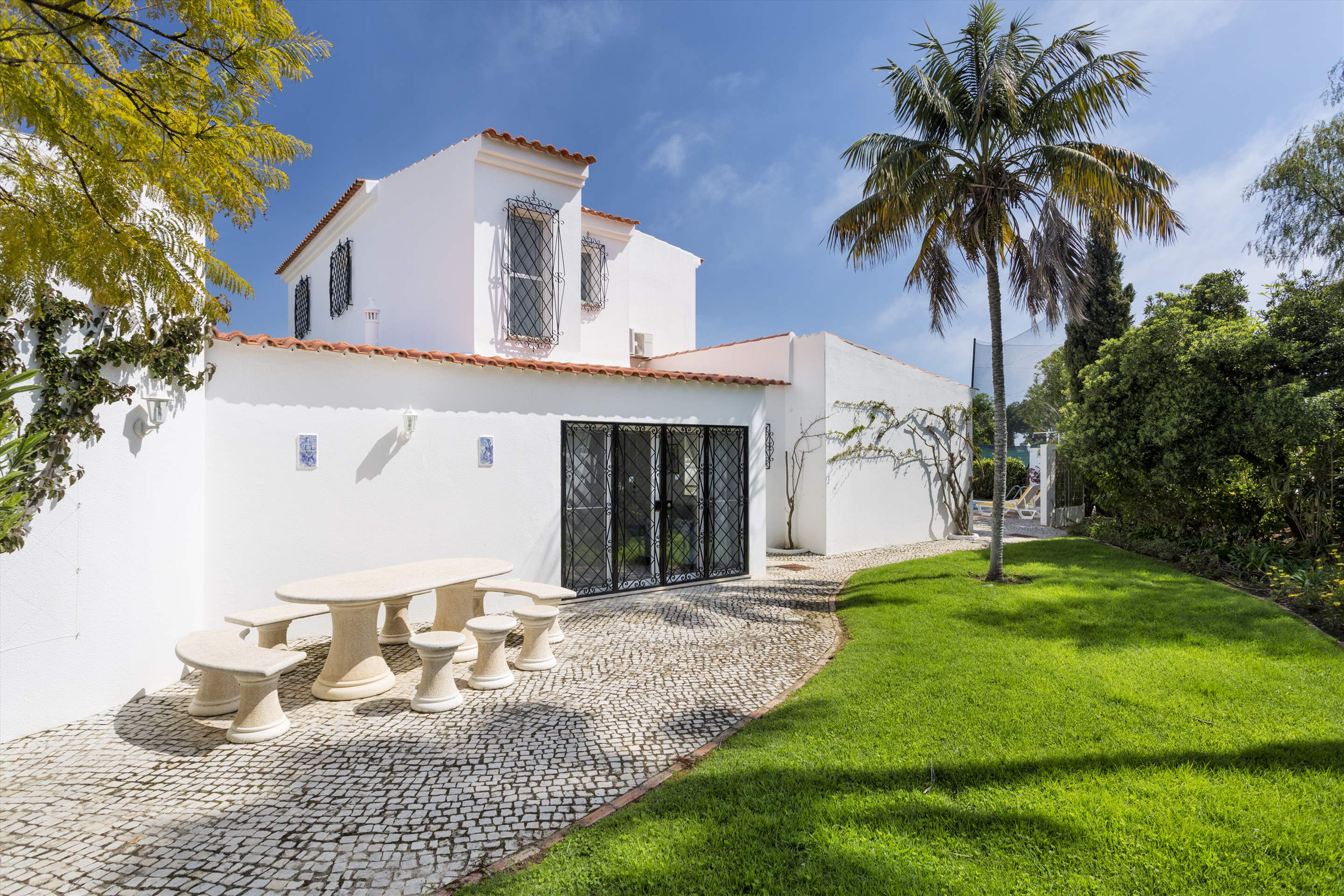 Villa Palmeira, 3 bedroom villa in Vale do Lobo, Algarve Photo #9