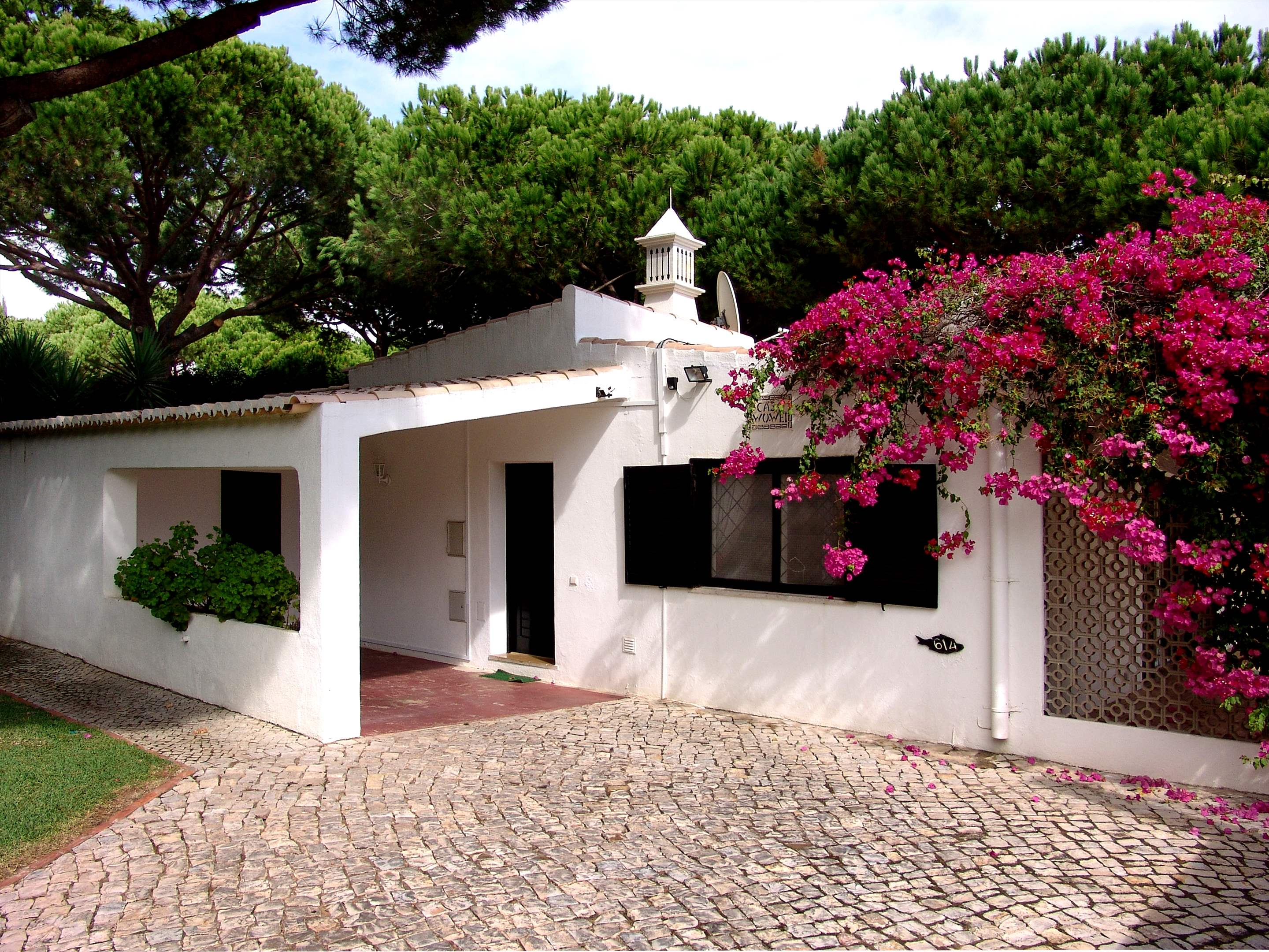 Villa Bouganvilea, 3 bedroom villa in Vale do Lobo, Algarve Photo #9