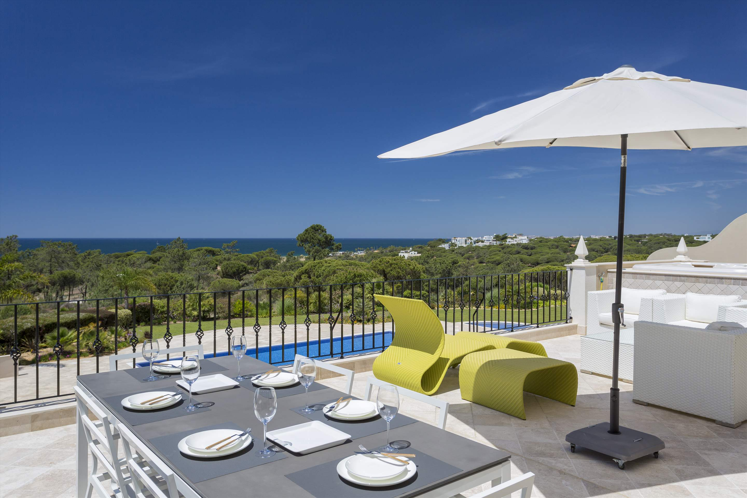 Penthouse Vista Mar, 2 bedroom apartment in Quinta do Lago, Algarve Photo #2