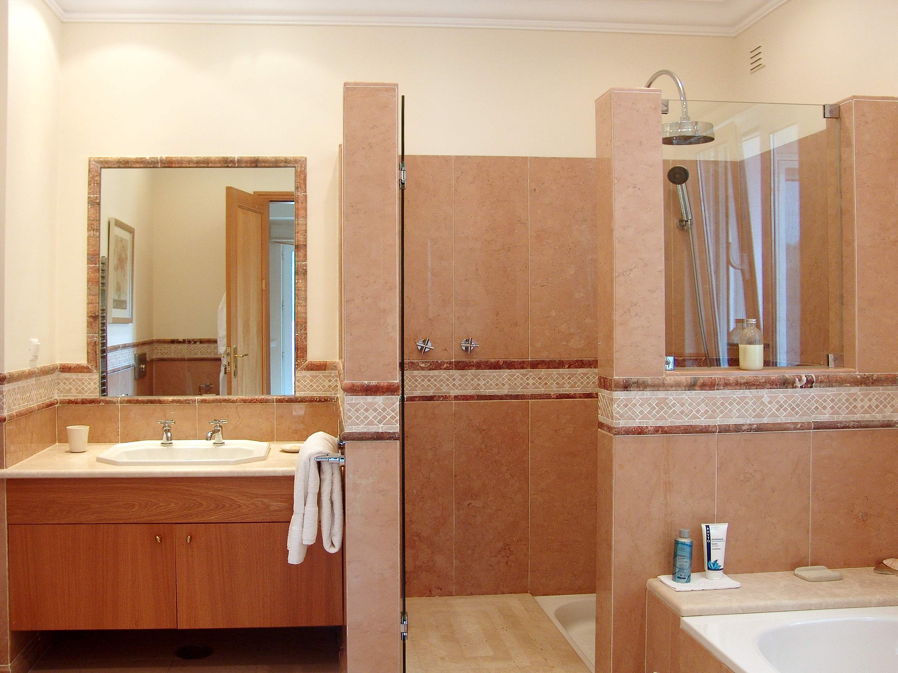 Villa Chanisara, 4 bedroom villa in Quinta do Lago, Algarve Photo #16