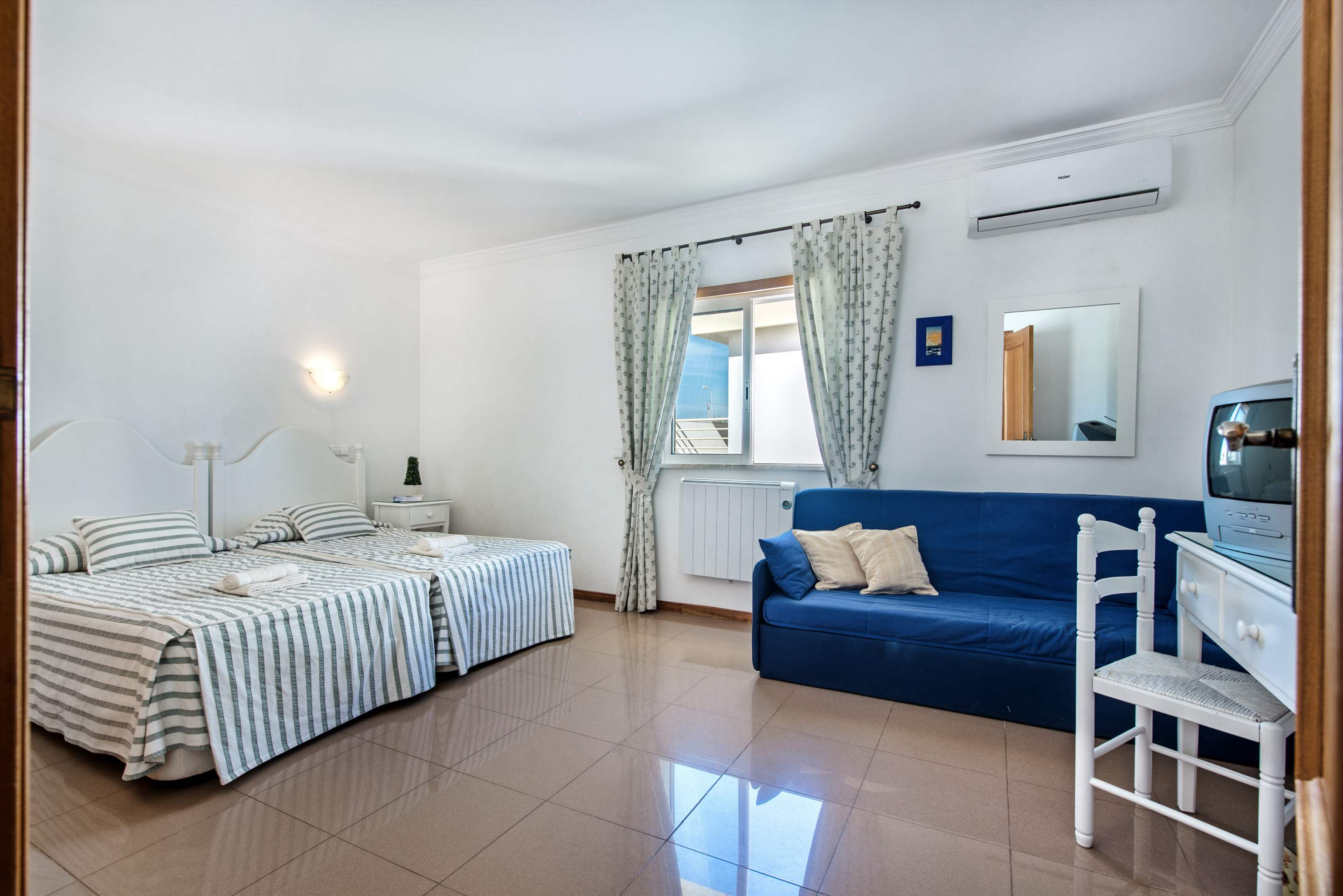 Apt 1E Gale Garden, For 5-6 Persons, 3 bedroom apartment in Gale, Vale da Parra and Guia, Algarve Photo #16