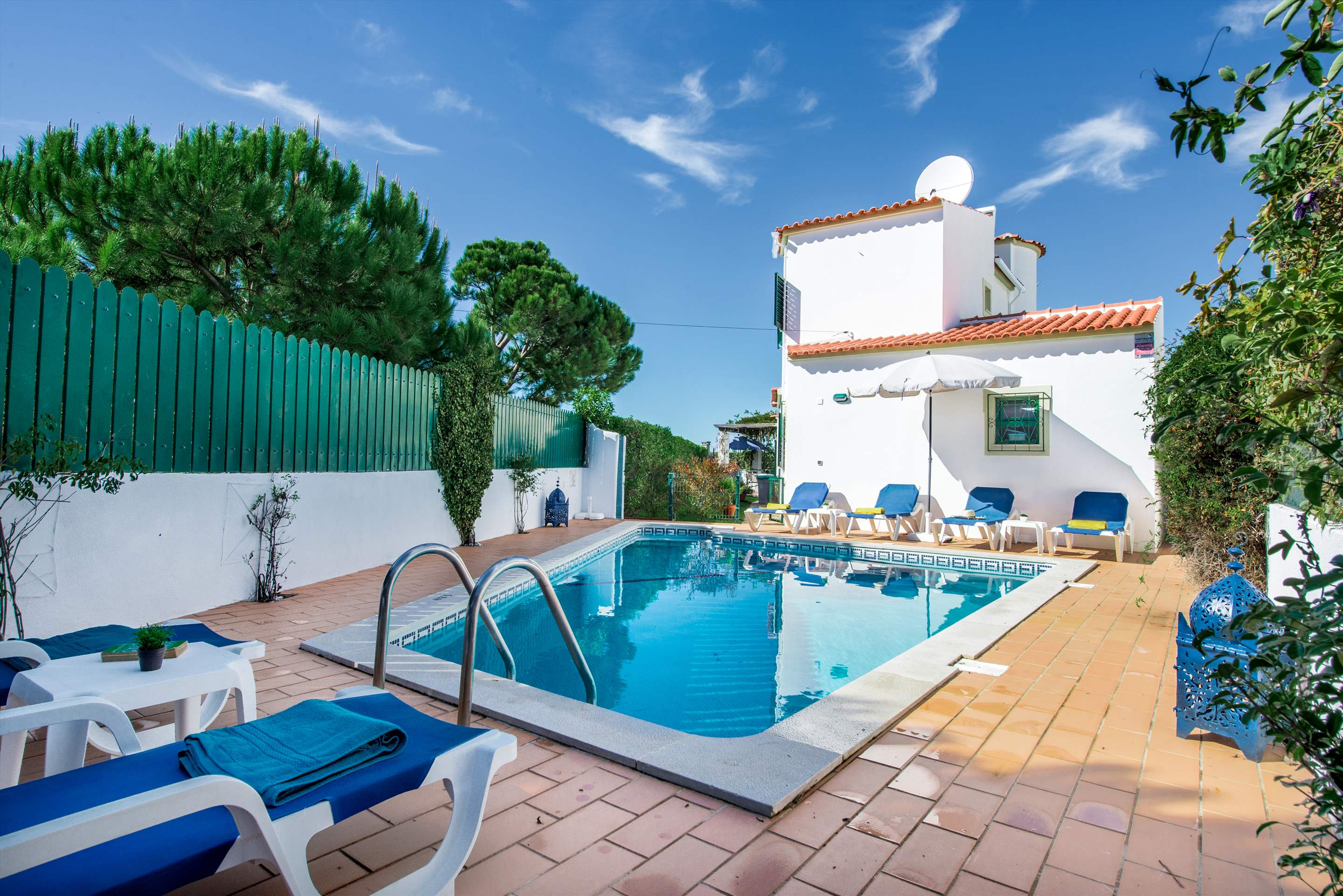 Julieta do Mar, Up to 6 Persons, 3 bedroom villa in Gale, Vale da Parra and Guia, Algarve
