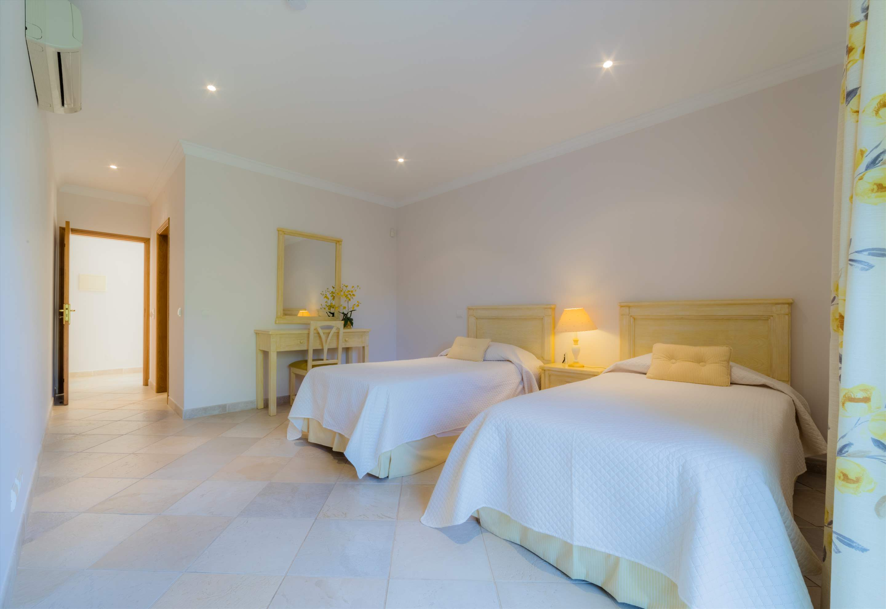 Villa 29, 4 bedroom villa in Vale do Lobo, Algarve Photo #14