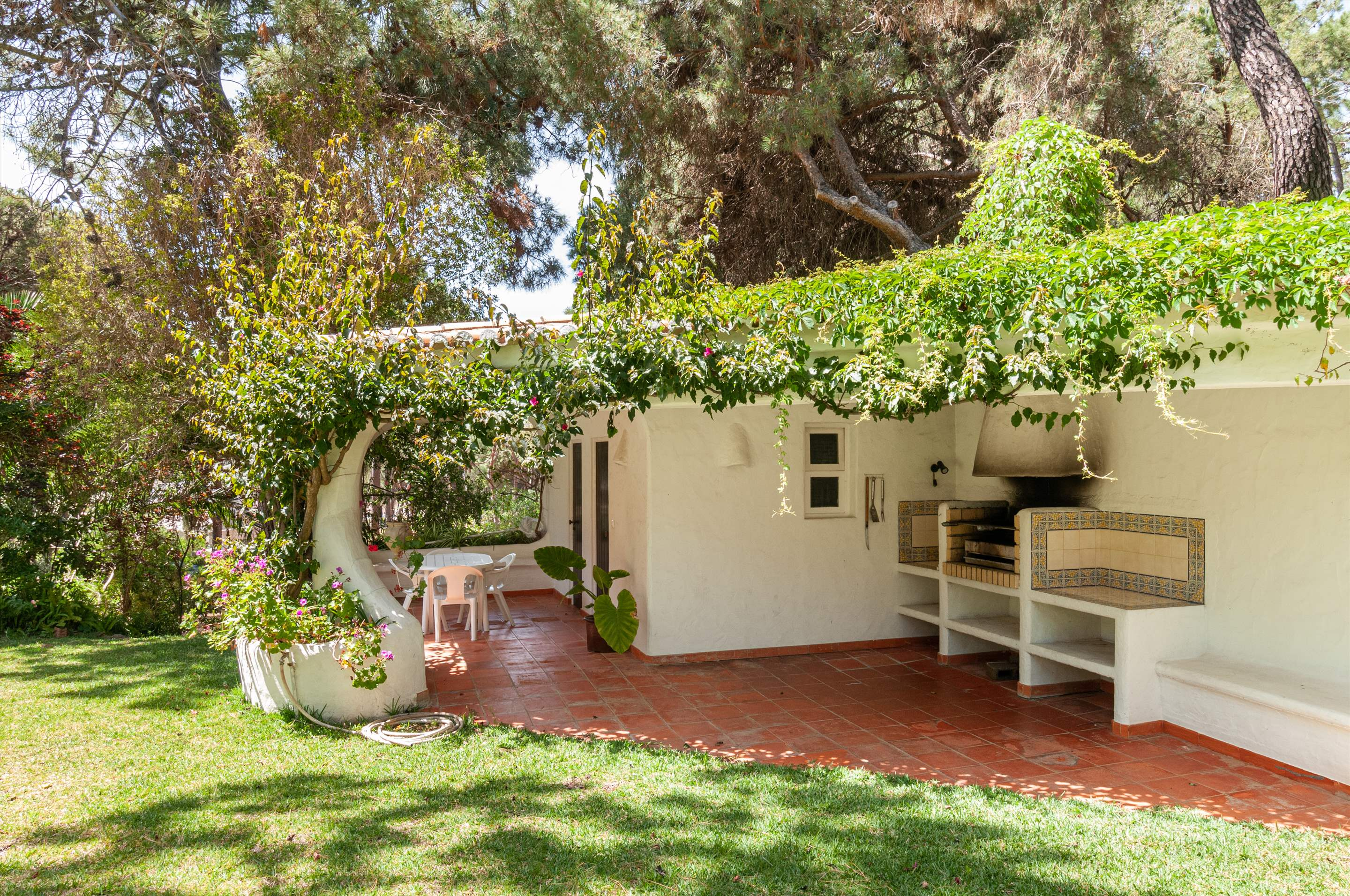 Casa do Pinhal, 4 bedroom villa in Vilamoura Area, Algarve Photo #4