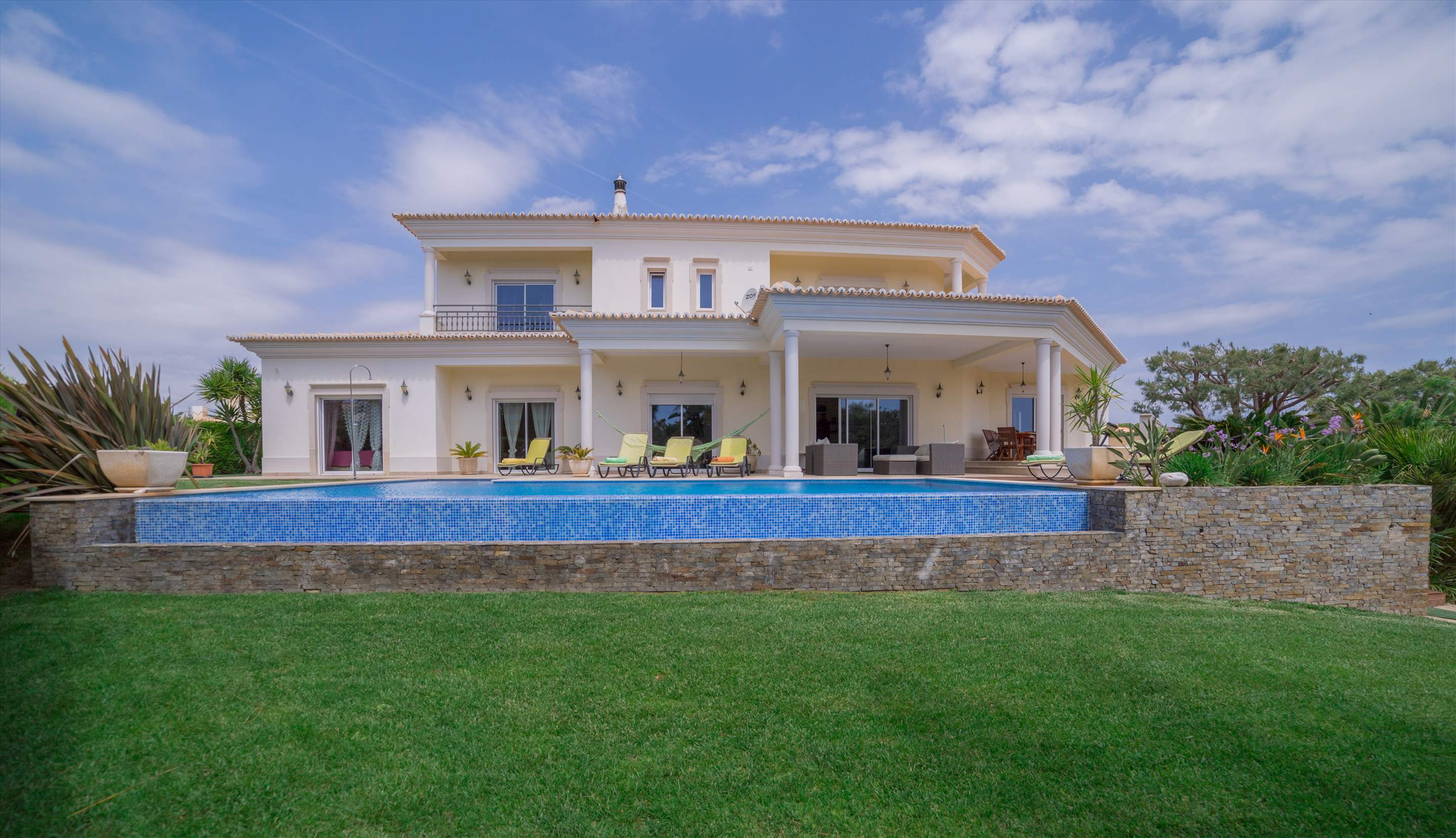 Villa Brilha Sol, 5 bedroom villa in Vilamoura Area, Algarve Photo #2