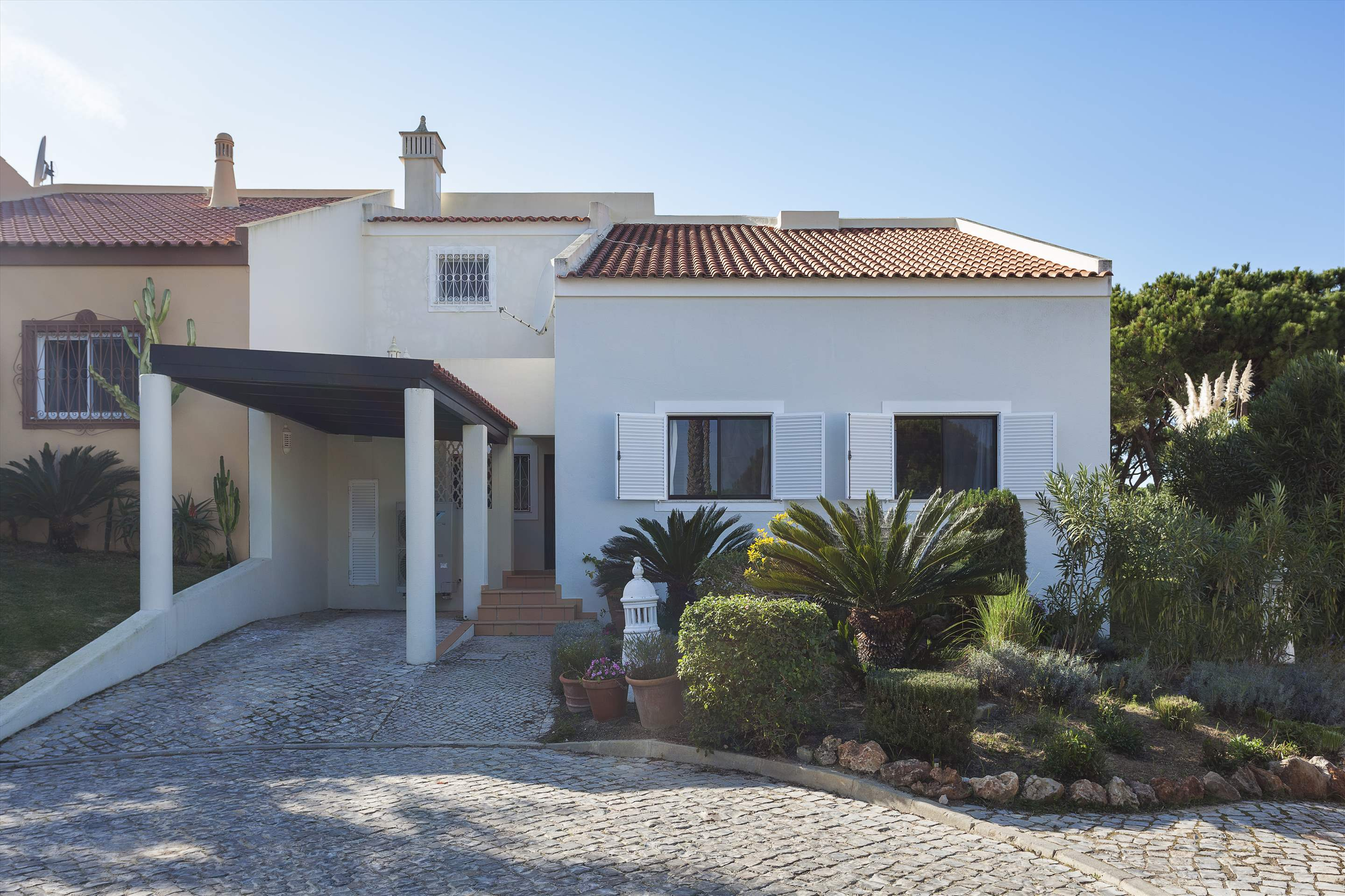 Villa Cascata, 4 Bedroom, 4 bedroom villa in Vale do Lobo, Algarve Photo #15