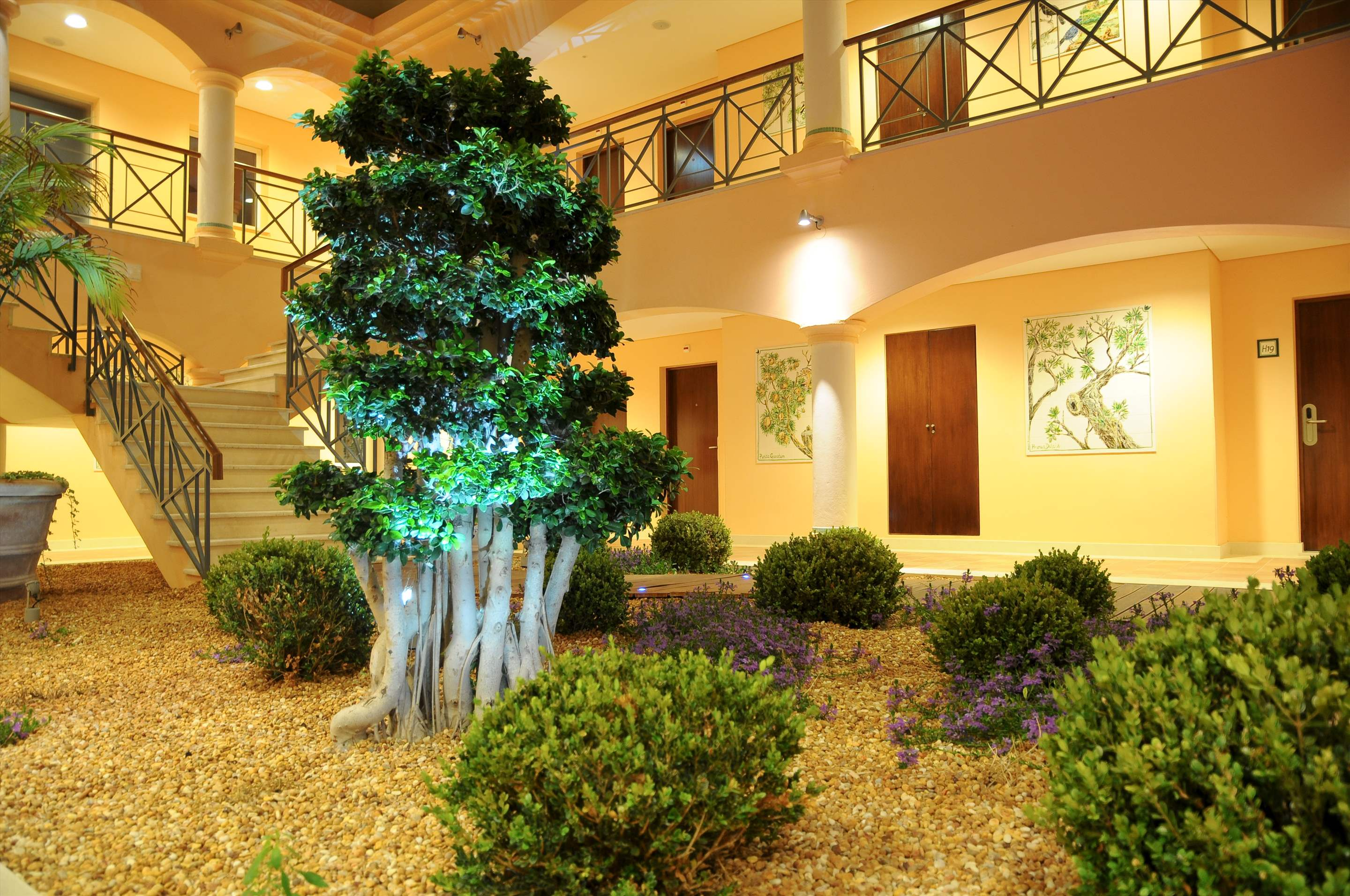Vale dOliveiras Hotel Double/ Twin Room BB Basis, 1 bedroom hotel in Vale d'Oliveiras Resort & Spa, Algarve Photo #4