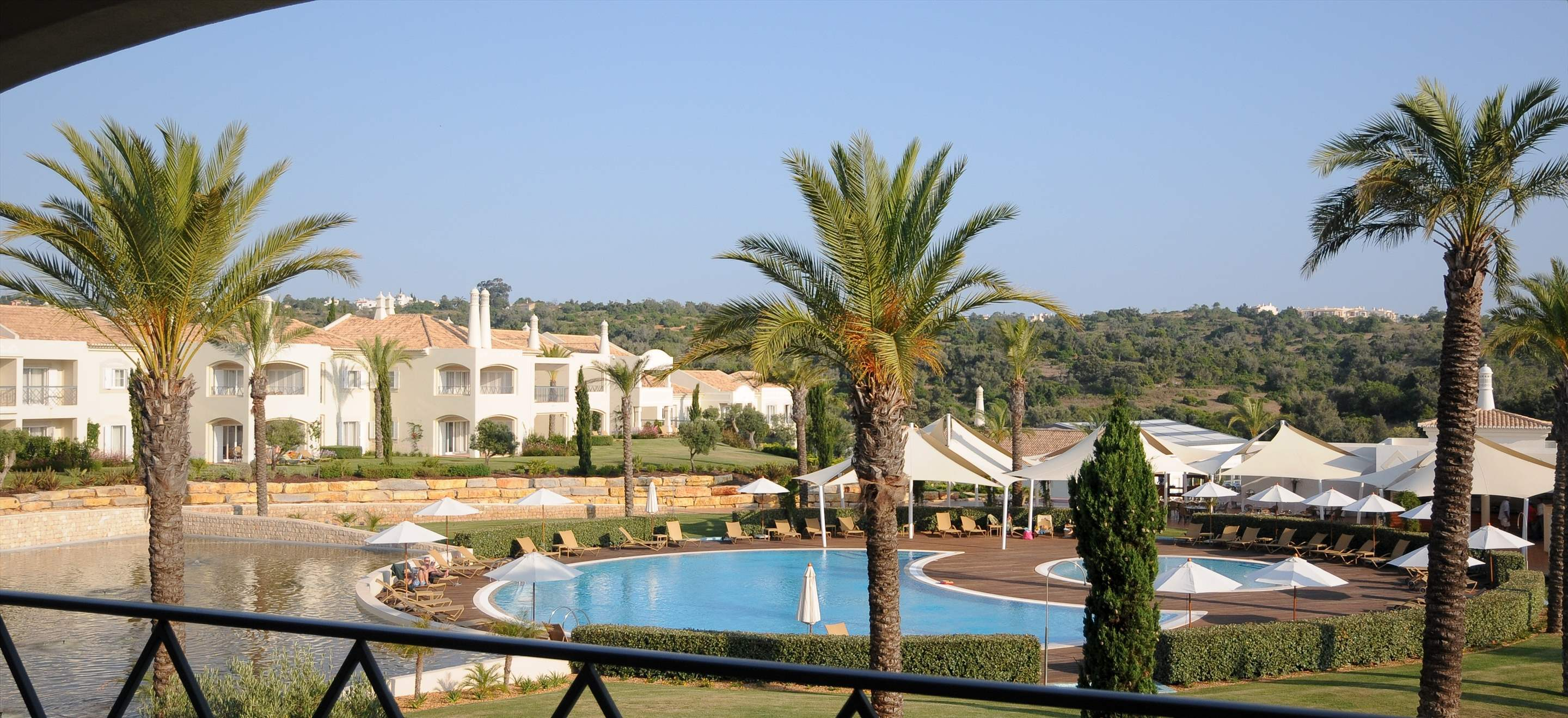 Vale d'Oliveiras 2 Bed Suite Pool View , Bed & Breakfast, 2 bedroom apartment in Vale d'Oliveiras Resort & Spa, Algarve Photo #4