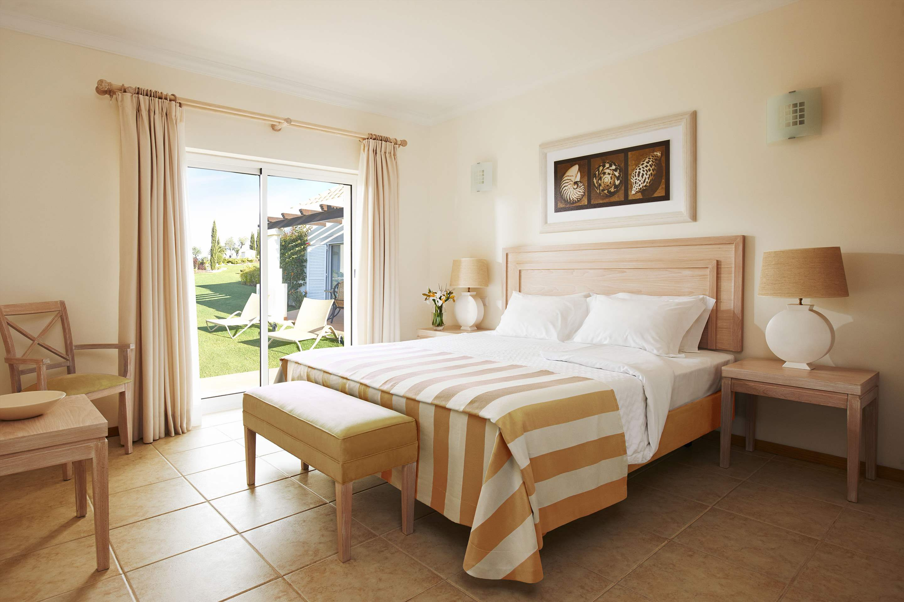 Vale d'Oliveiras 2 Bed Suite Pool View , Bed & Breakfast, 2 bedroom apartment in Vale d'Oliveiras Resort & Spa, Algarve Photo #5
