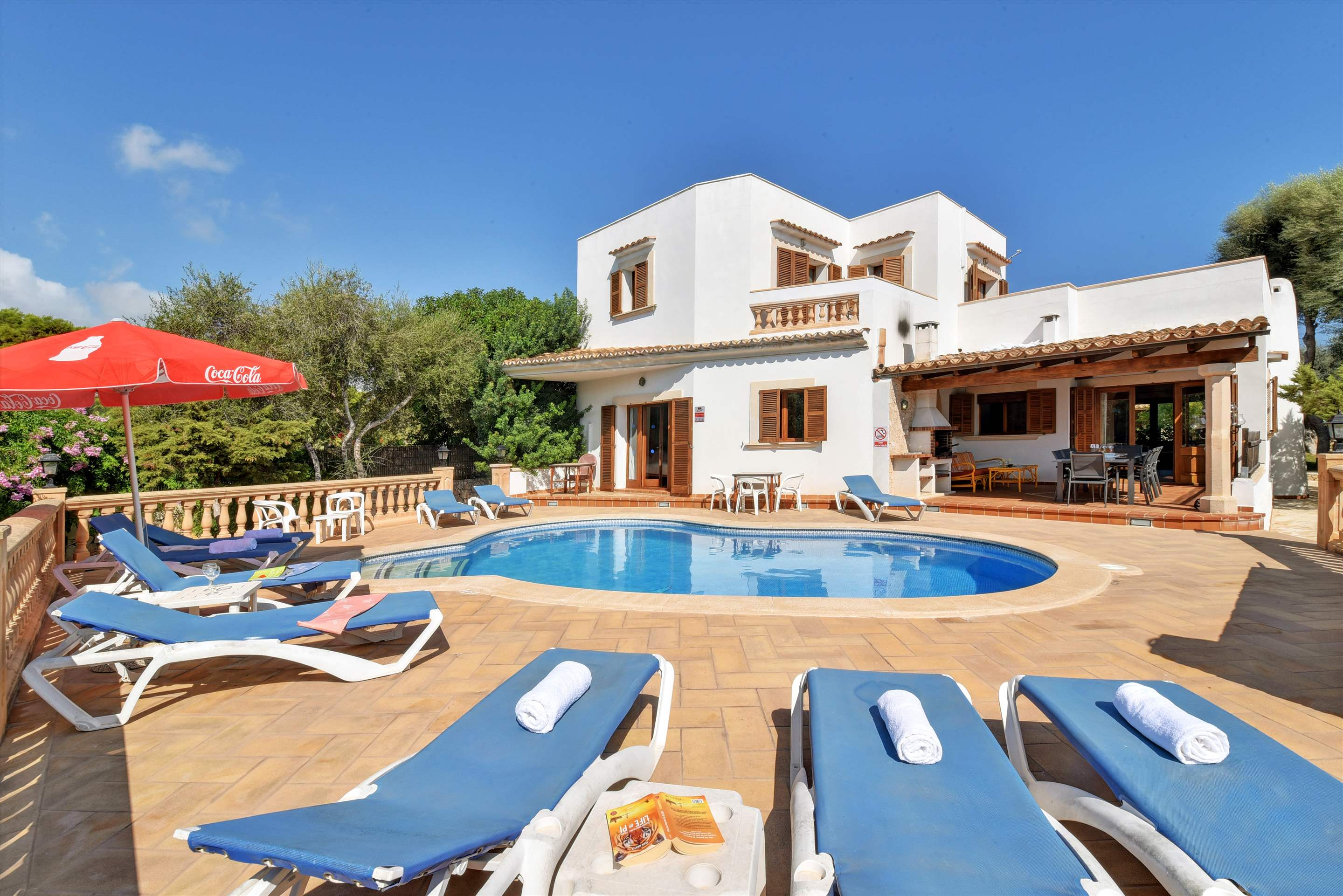 Villa Marta, 5 bedroom villa in Cala d'Or , Majorca