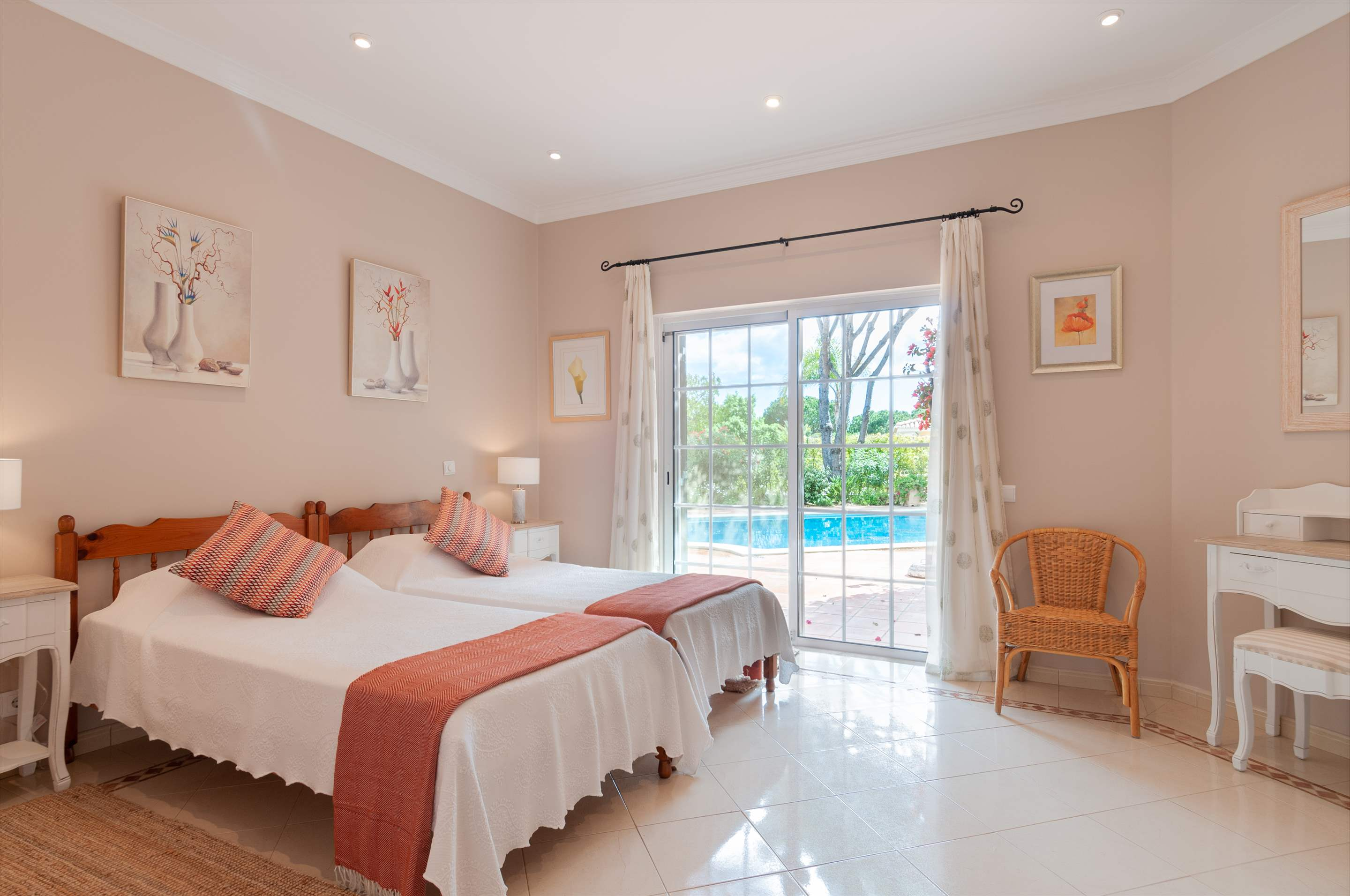 Casa dos Golfinhos, 4 bedroom villa in Vale do Lobo, Algarve Photo #19