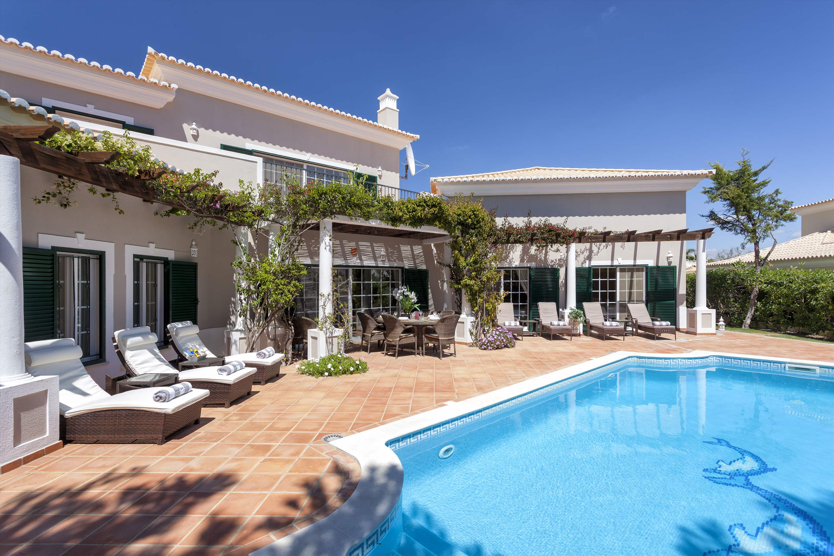 Casa dos Golfinhos, 4 bedroom villa in Vale do Lobo, Algarve Photo #2