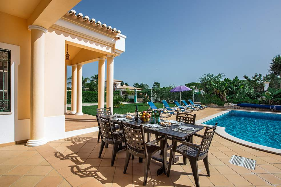 Villa Luis, 7-8 Persons Rate, 4 bedroom villa in Gale, Vale da Parra and Guia, Algarve Photo #2