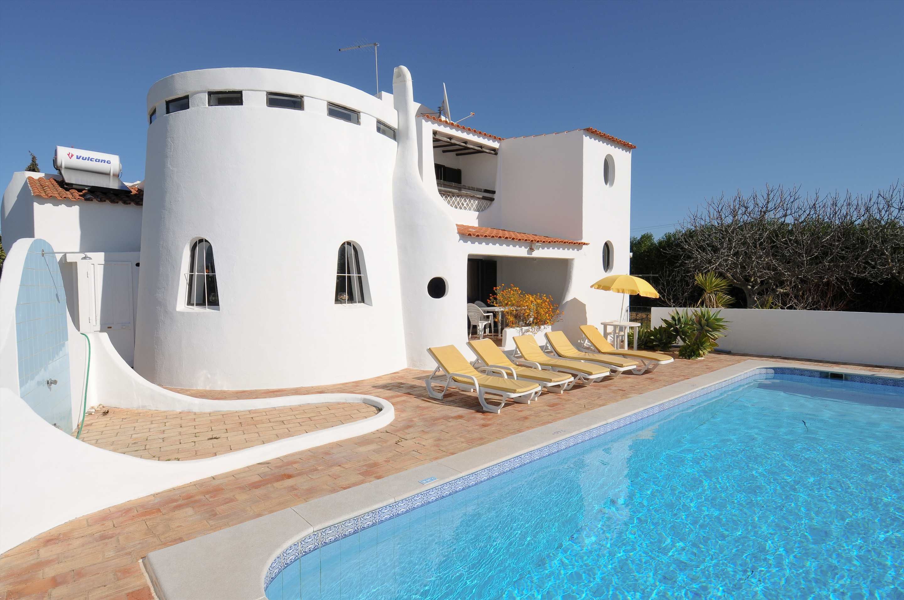 Casa Alexandra, 7-8 persons rate, 4 bedroom villa in Carvoeiro Area, Algarve