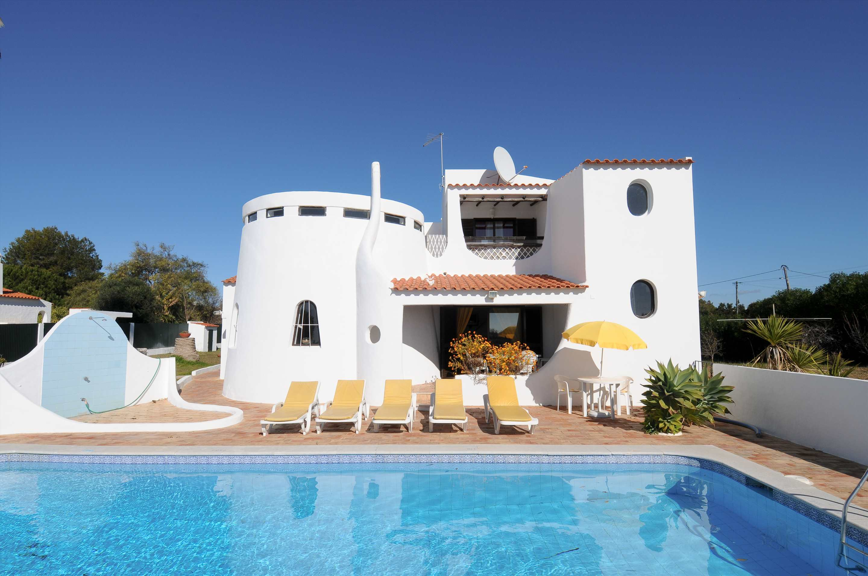 Casa Alexandra, 7-8 persons rate, 4 bedroom villa in Carvoeiro Area, Algarve Photo #7