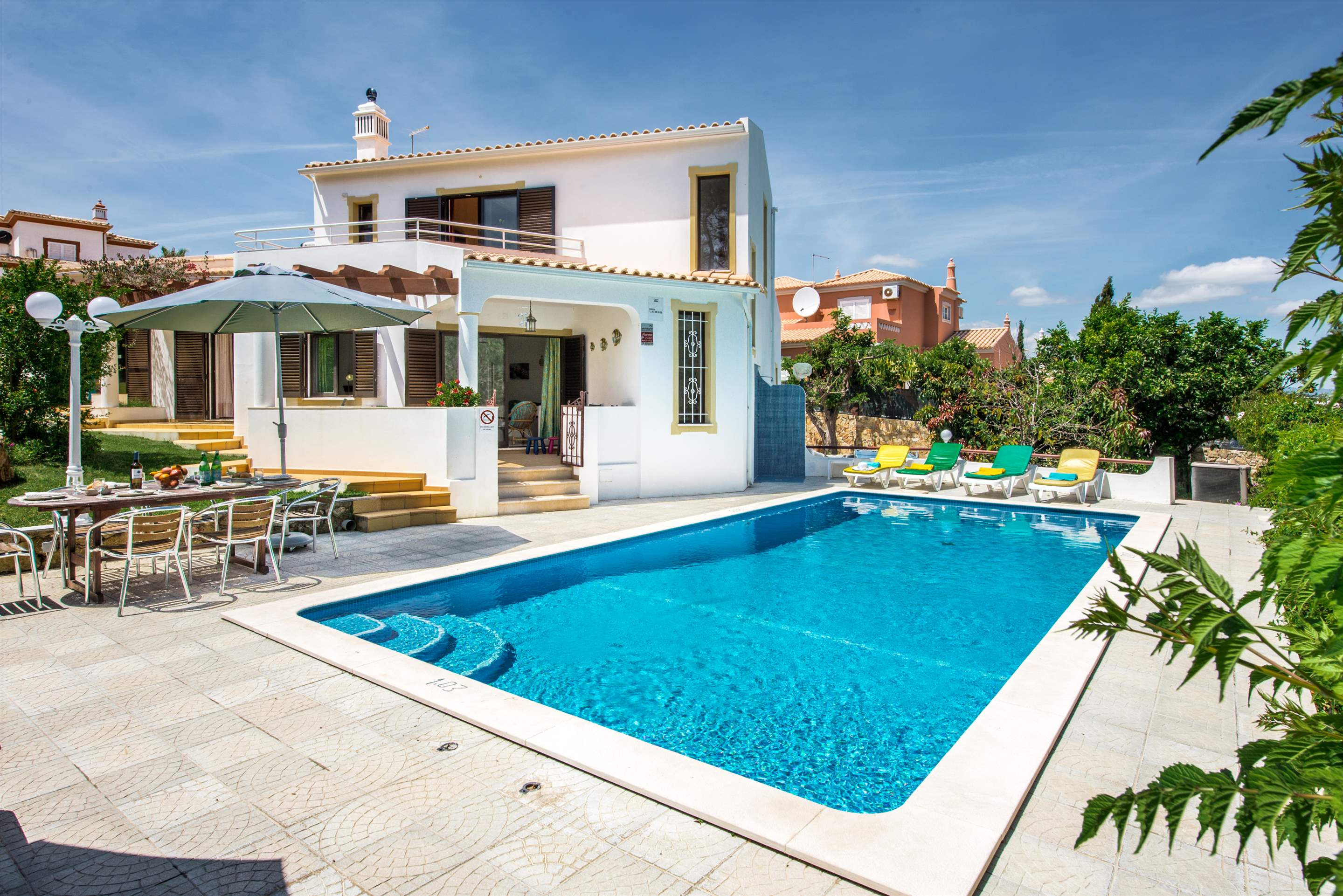 Villa Barros, 7-8 persons rate, 4 bedroom villa in Gale, Vale da Parra and Guia, Algarve