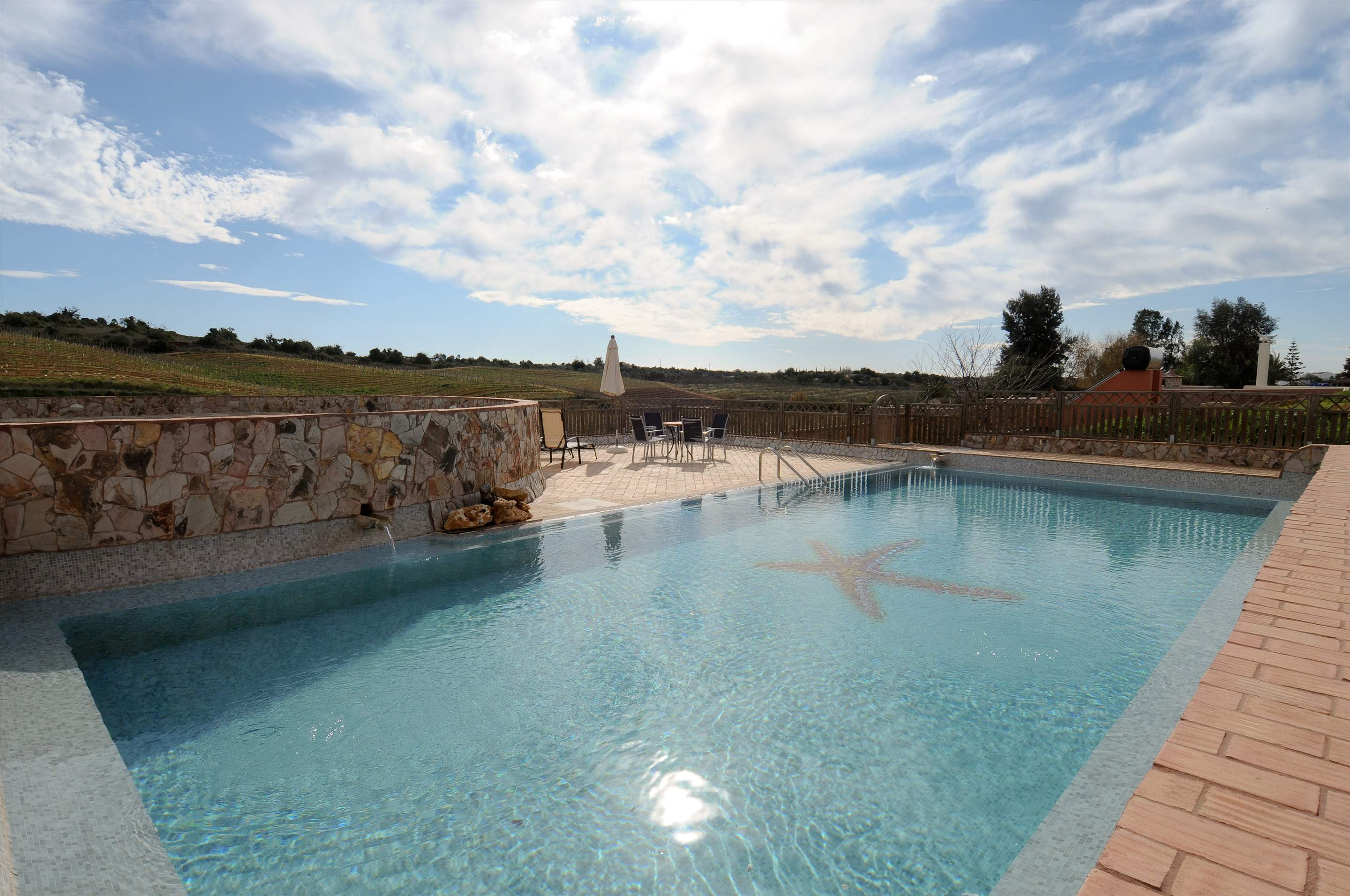 Casa Margarida, 2 bedroom villa in Carvoeiro Area, Algarve Photo #2