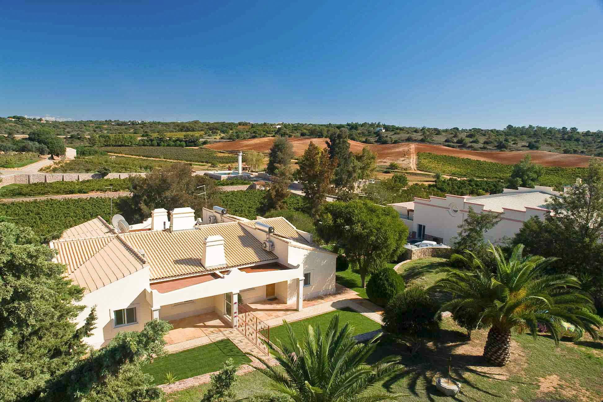 The Four Winds Apartments, 2 bedroom apartment in Carvoeiro Area, Algarve Photo #1
