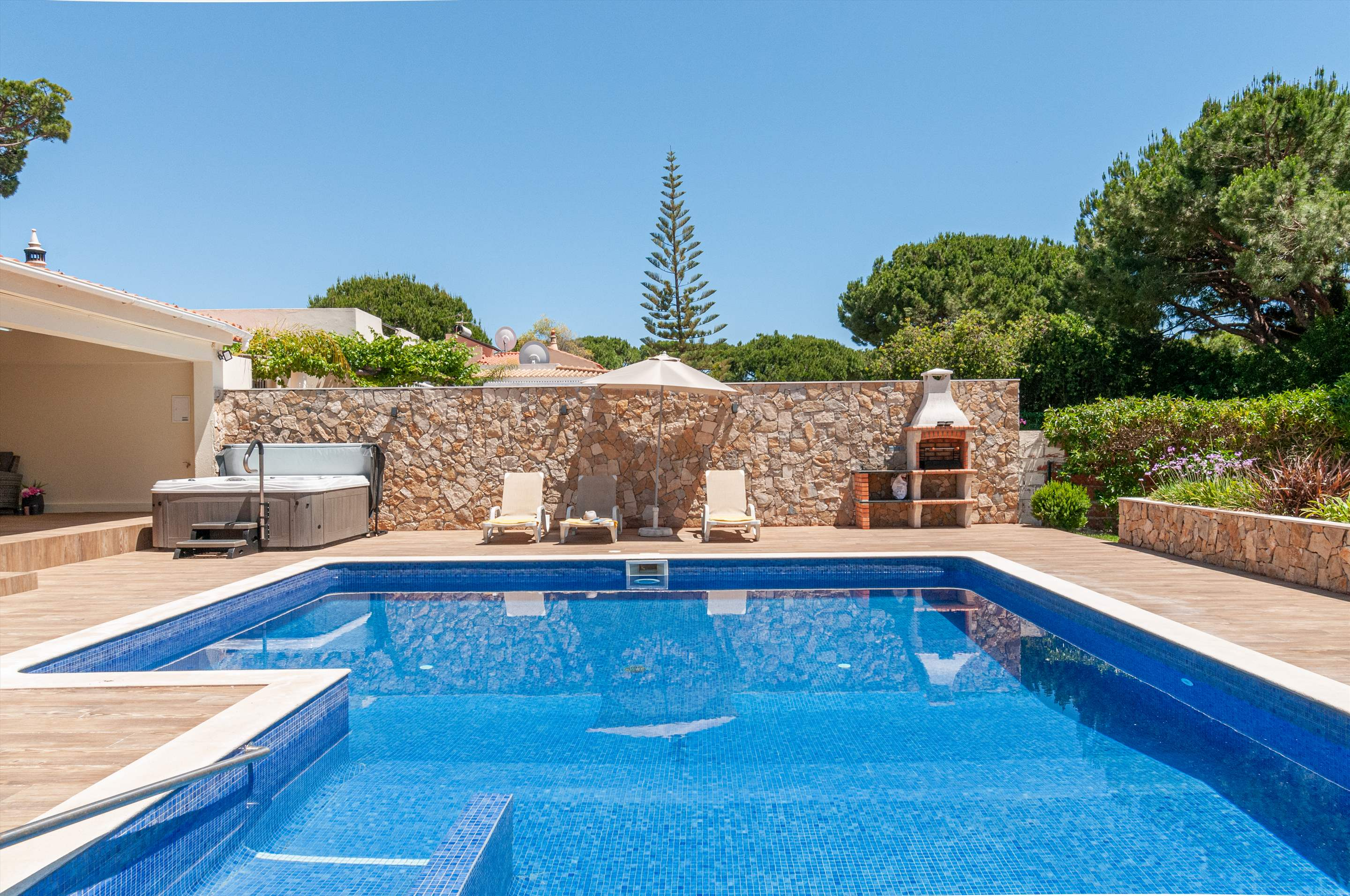 Villa Louanna, 3 bedroom villa in Vilamoura Area, Algarve Photo #4