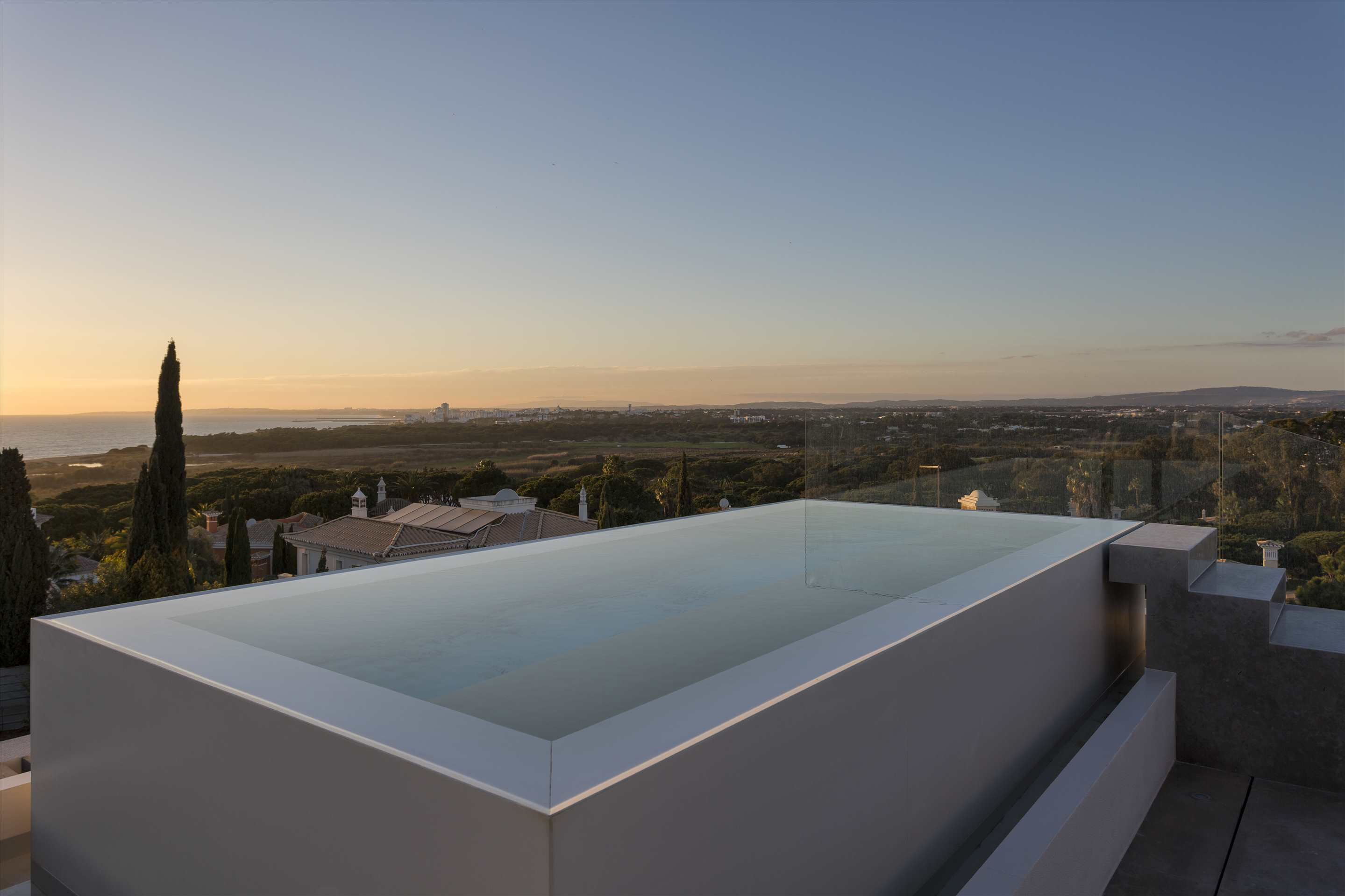 Villa Syrah, 5 bedroom villa in Vale do Lobo, Algarve Photo #2