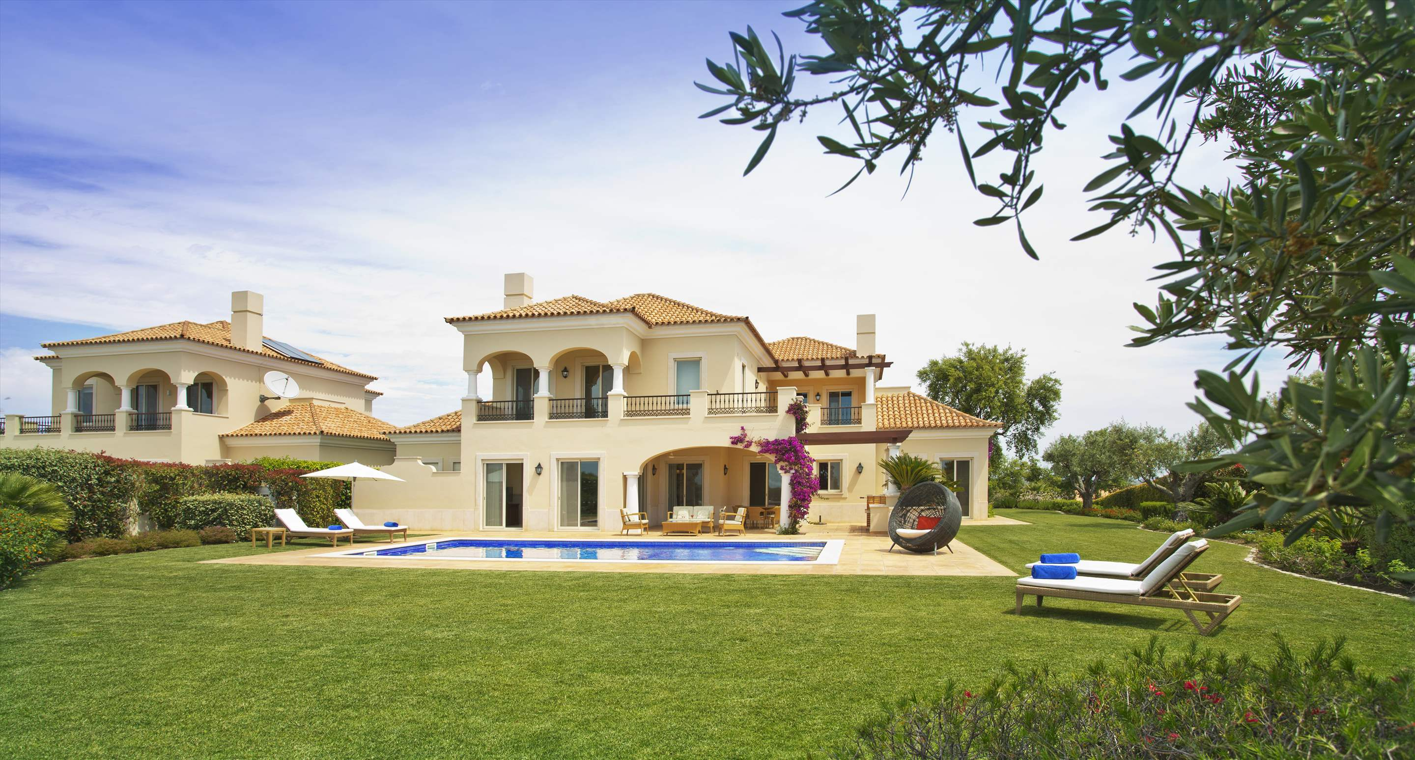 Monte Rei Three Bedroom Villa with Private Pool, 3 bedroom villa in Monte Rei Country Club, Algarve