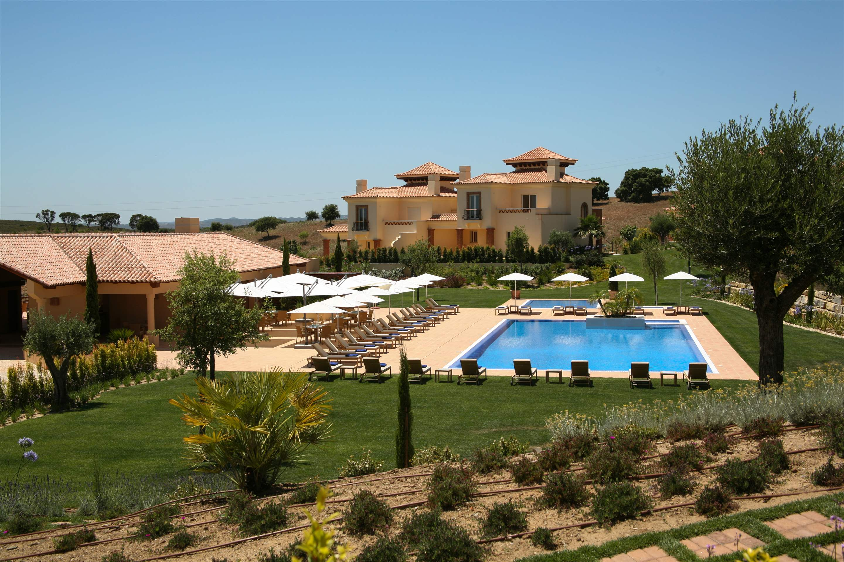 Monte Rei Three Bedroom Villa with Private Pool, 3 bedroom villa in Monte Rei Country Club, Algarve Photo #10