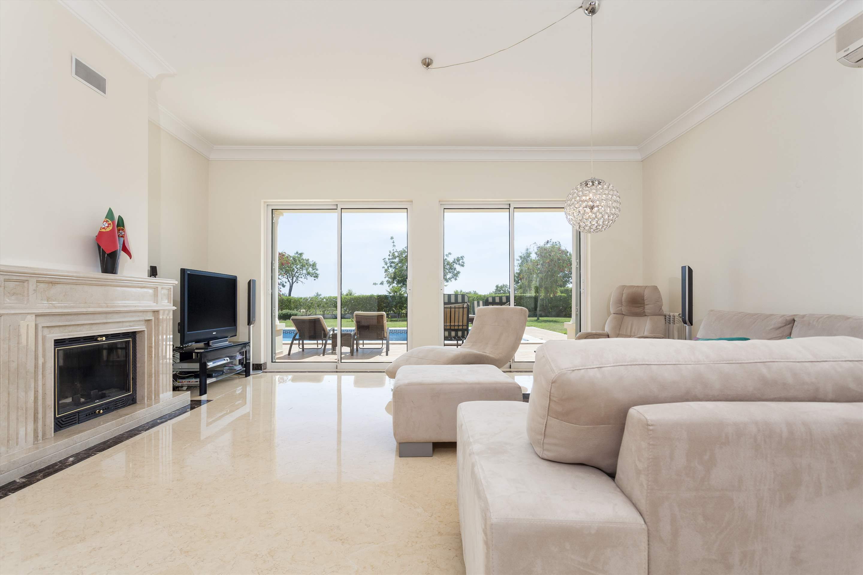 Villa Laguna Golf, 4 bedroom villa in Vilamoura Area, Algarve Photo #3