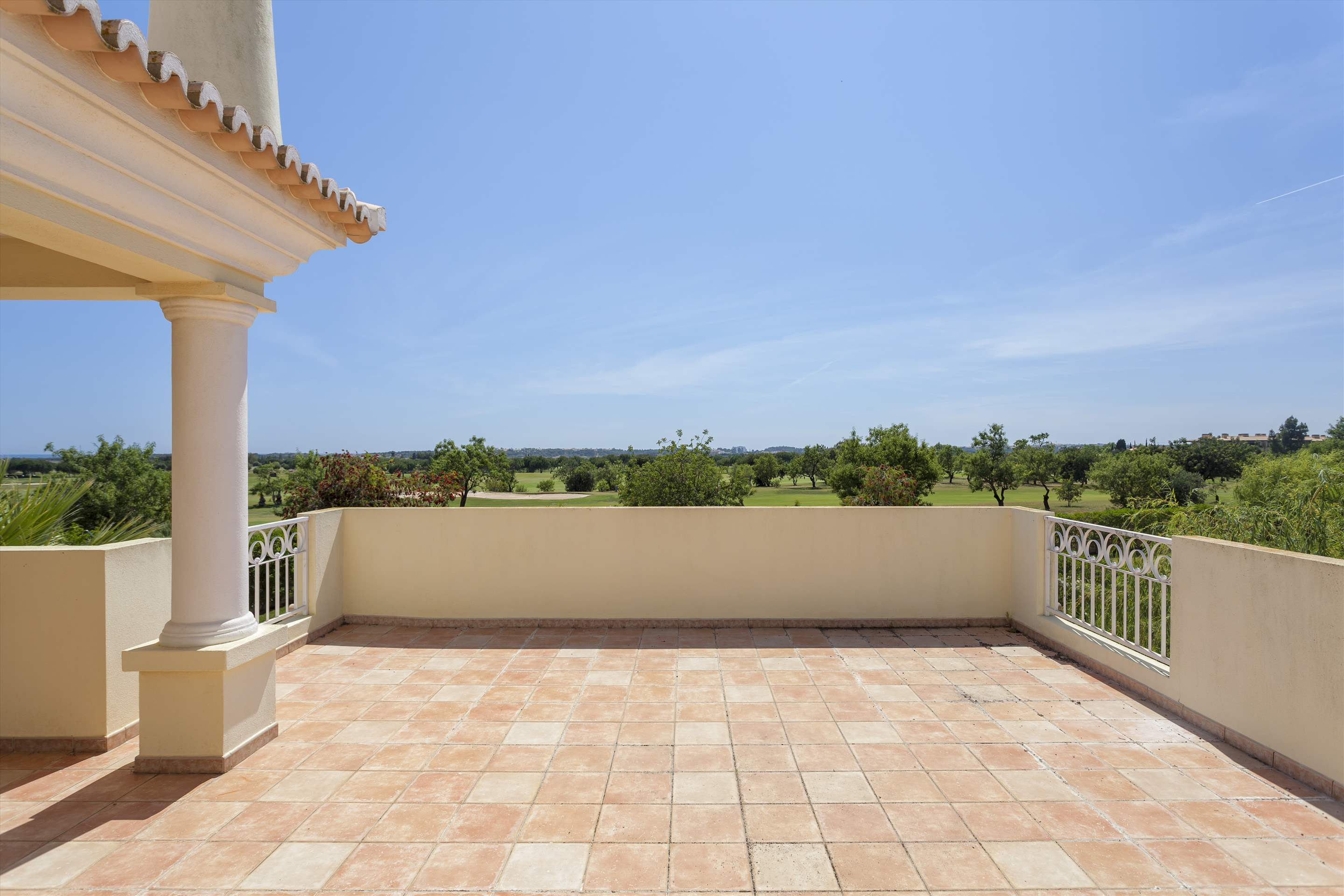 Villa Laguna Golf, 4 bedroom villa in Vilamoura Area, Algarve Photo #8
