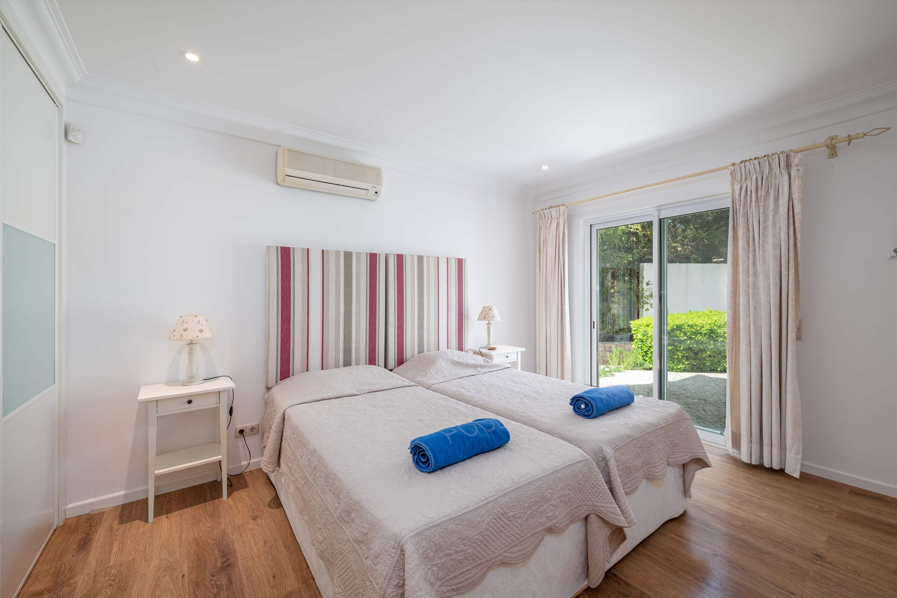 Quinta Pequena, 4 bedroom villa in Quinta do Lago, Algarve Photo #12