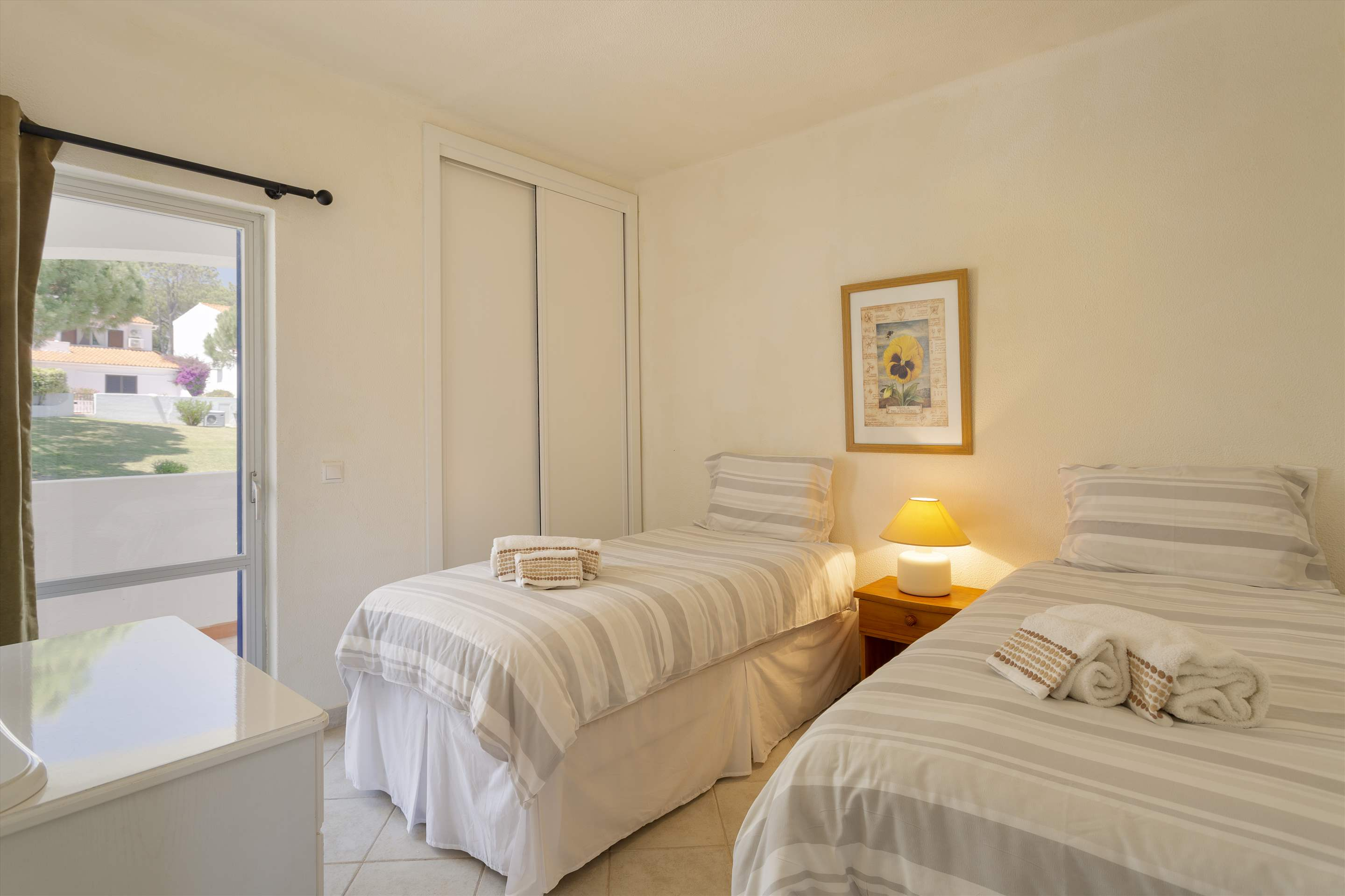 Villa Flamingo, 3 bedroom villa in Vale do Lobo, Algarve Photo #12