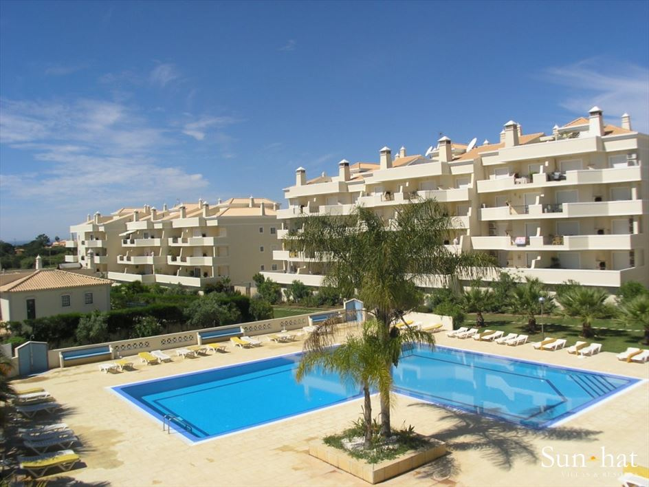 Apartment Rosal 3 Bedroom Apartment, 5-6 persons rate, 3 apartment in Gale, Vale da Parra and Guia, Algarve