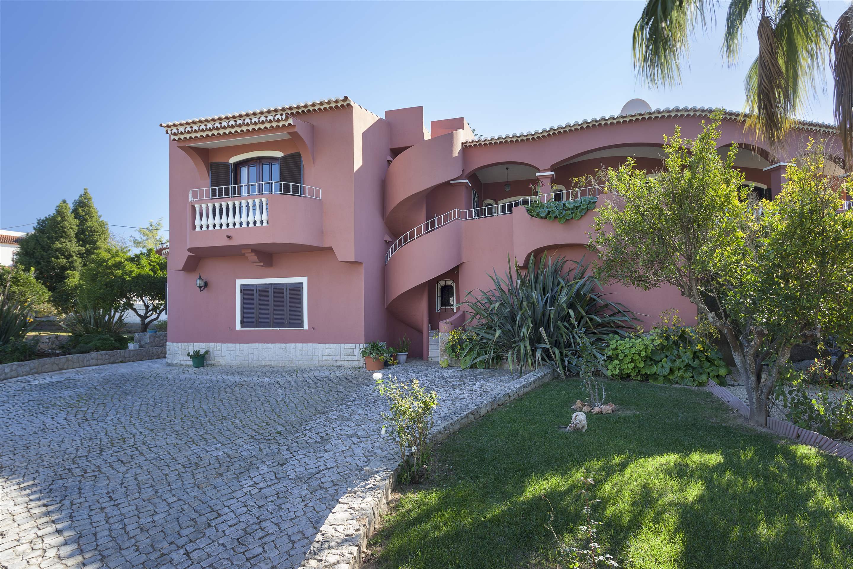 Vivenda Joao Pedro, 4 bedroom villa in Carvoeiro Area, Algarve Photo #7