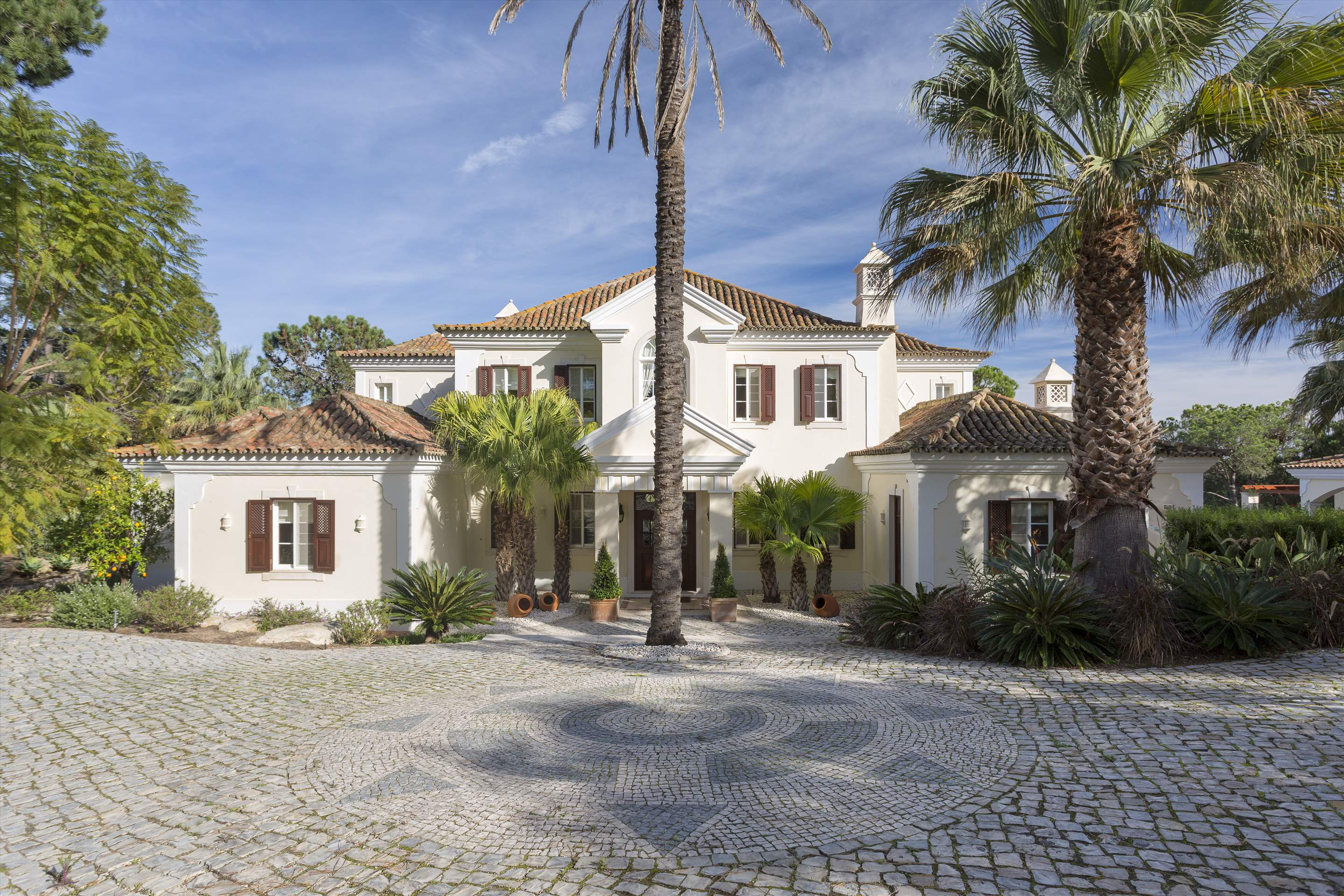 Villa Palmeiras Altas, 5 bedroom villa in Quinta do Lago, Algarve Photo #1