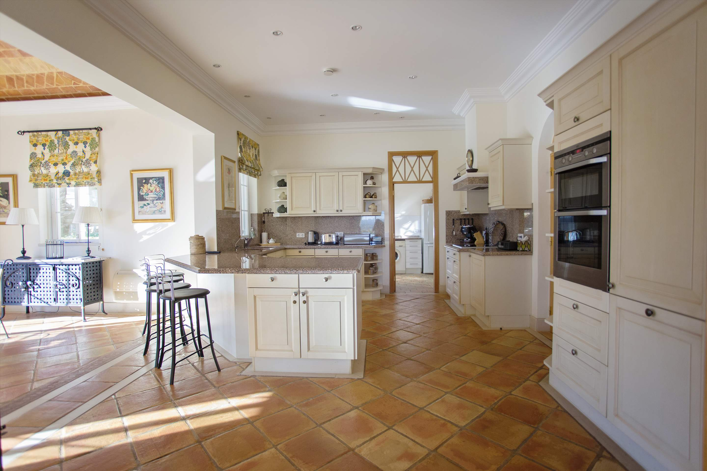 Villa Palmeiras Altas, 5 bedroom villa in Quinta do Lago, Algarve Photo #15