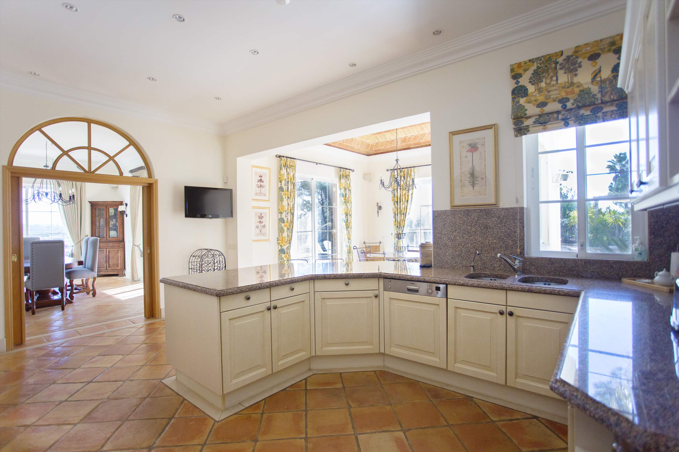 Villa Palmeiras Altas, 5 bedroom villa in Quinta do Lago, Algarve Photo #16