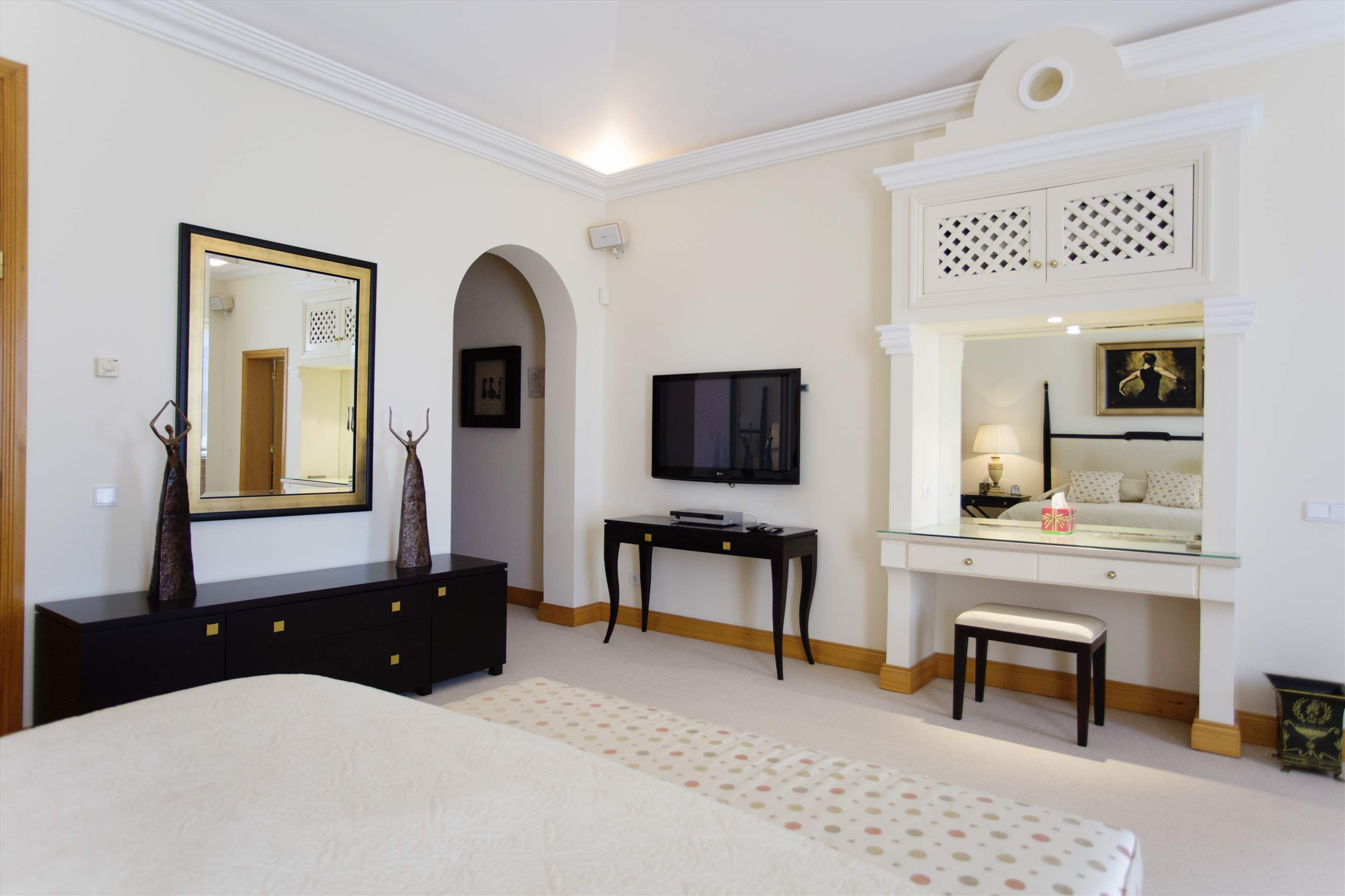Villa Palmeiras Altas, 5 bedroom villa in Quinta do Lago, Algarve Photo #32