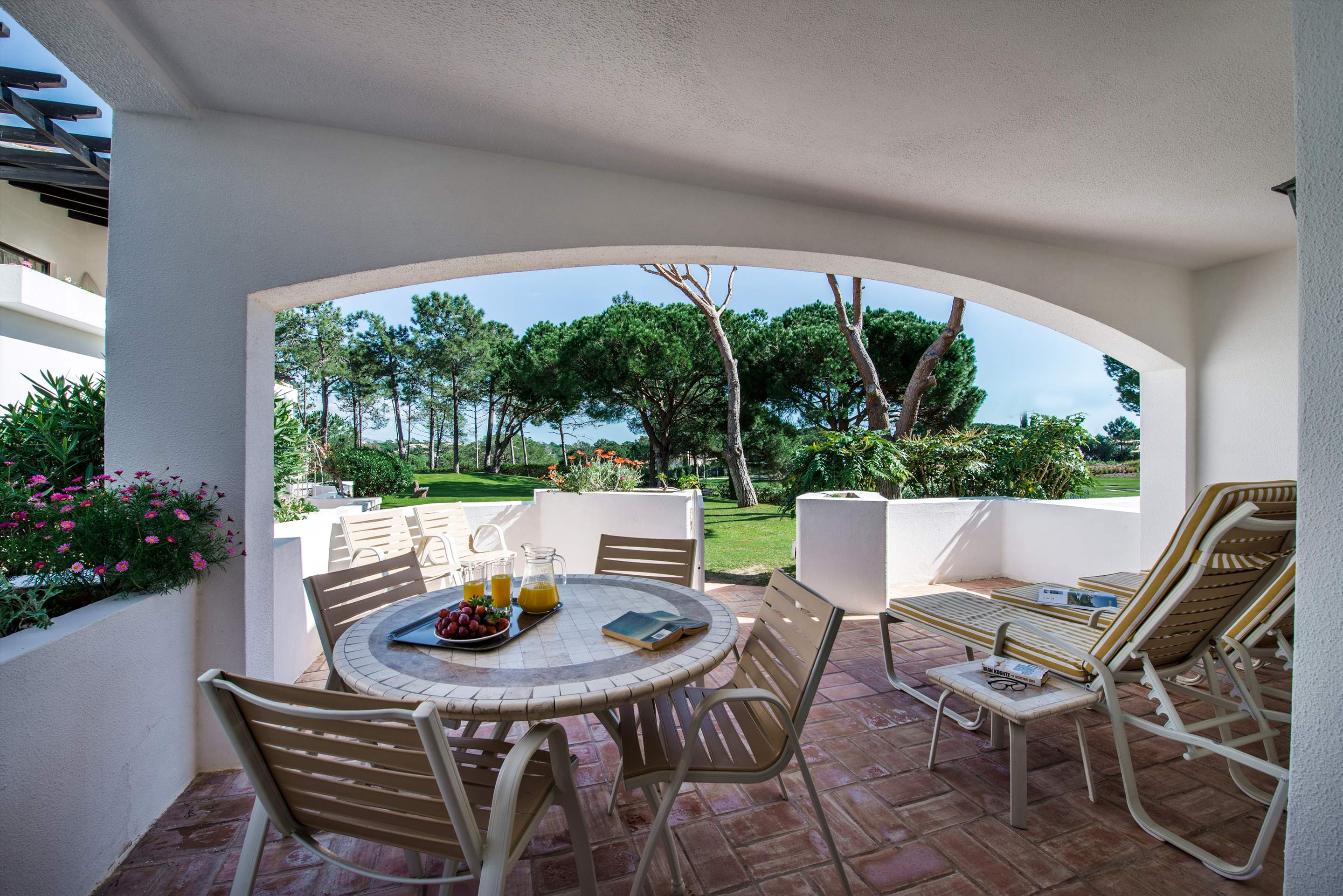 Four Seasons Country Club 1 bed, Superior - Thursday Arrival, 1 bedroom apartment in Four Seasons Country Club, Algarve Photo #2