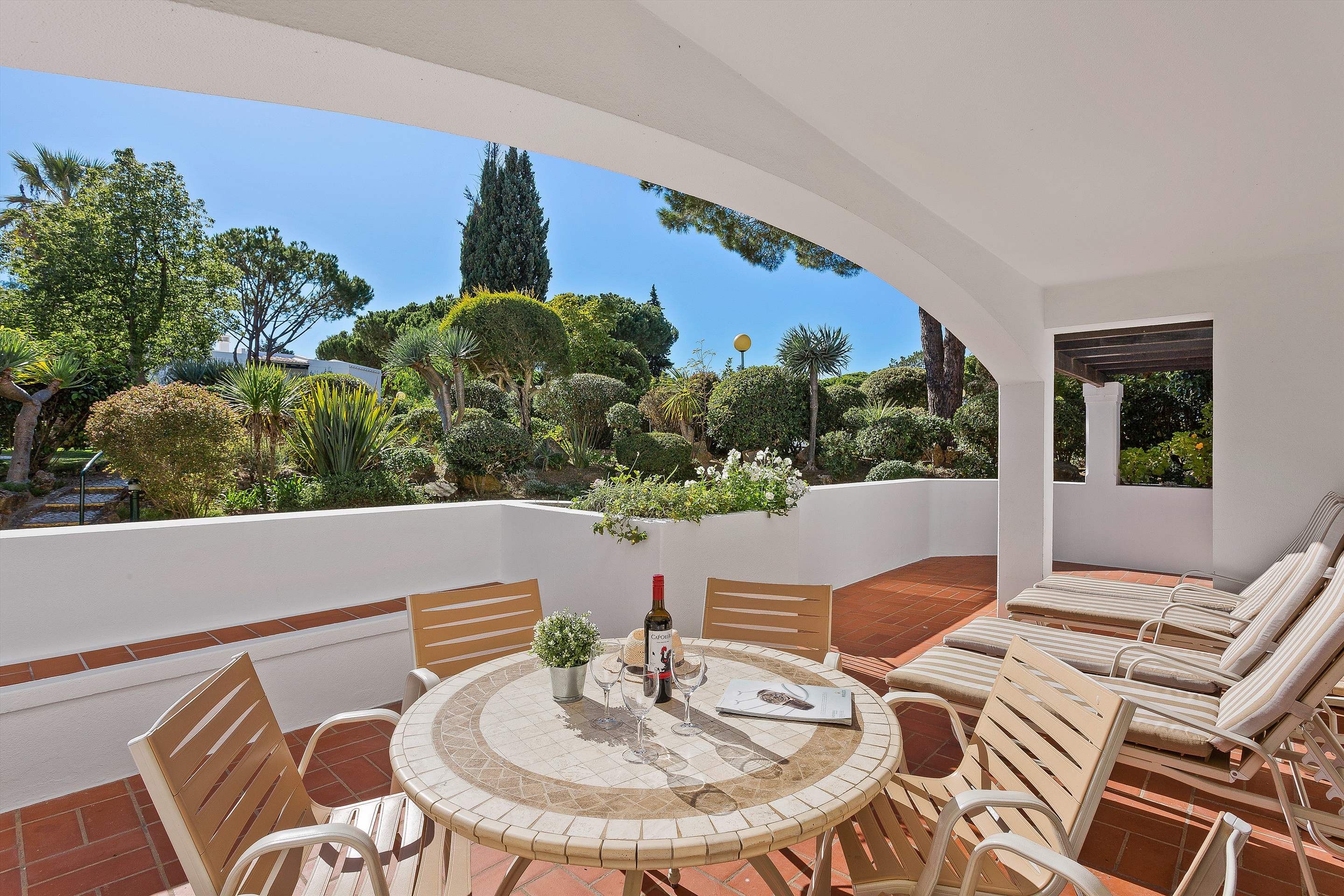 Four Seasons Country Club 2 bed, Superior - Thursday Arrival, 2 bedroom apartment in Four Seasons Country Club, Algarve Photo #2