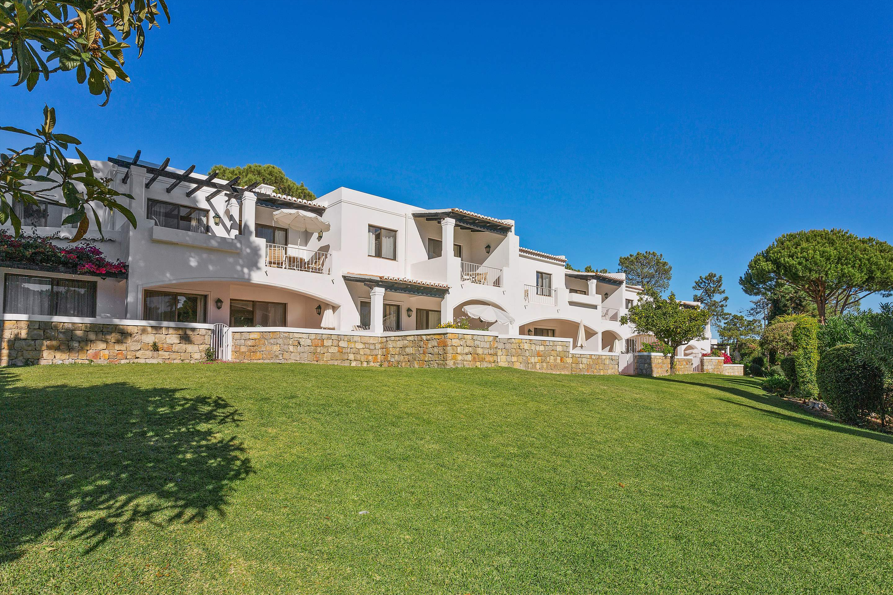 Four Seasons Country Club 2 Bed Townhouse, Superior - Sunday Arrival, 2 bedroom apartment in Four Seasons Country Club, Algarve