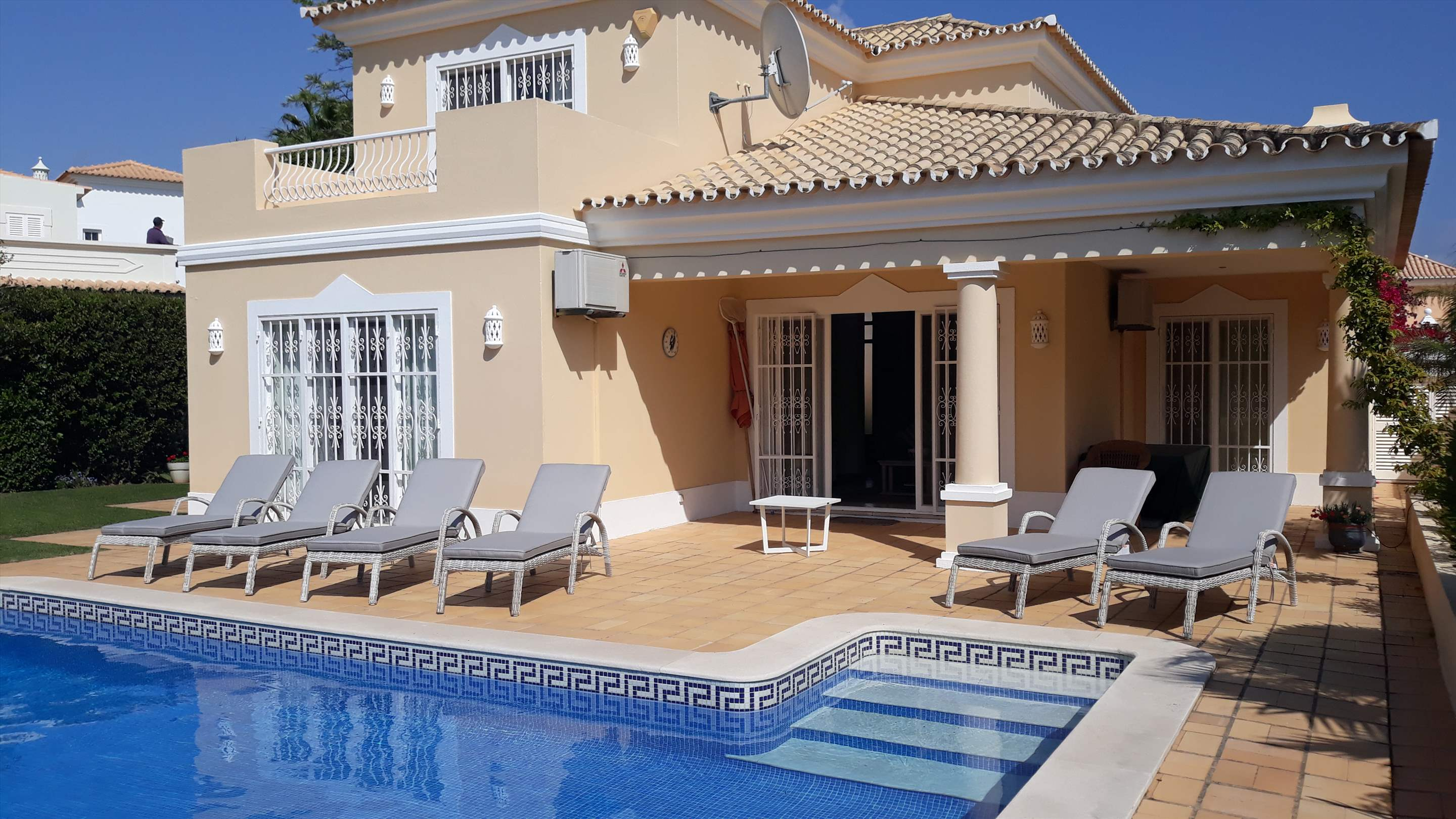 Casa Rosada, 3 bedroom villa in Vale do Lobo, Algarve