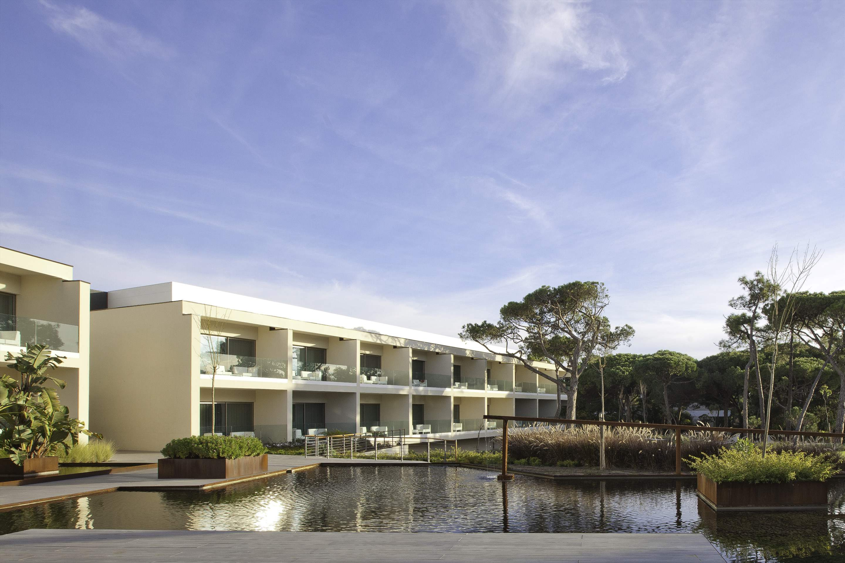 Martinhal Cascais Hotel, Deluxe Superior Room with bunk bed, BB Basis, 1 bedroom hotel in Lisbon Coast, Lisbon Photo #2