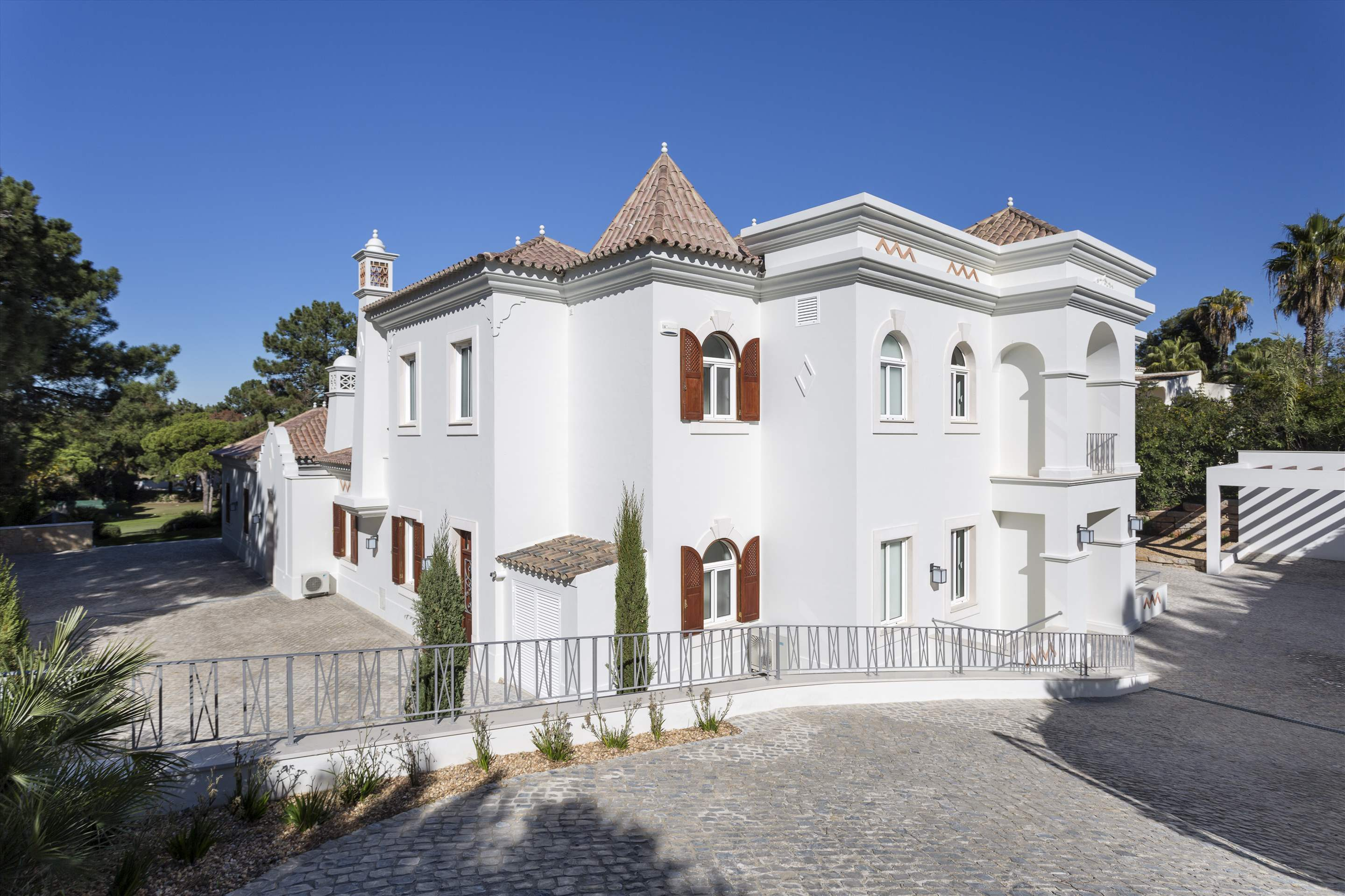 Villa Lantana 2, Main house & Annexe, 6 bedrooms, 6 bedroom villa in Quinta do Lago, Algarve Photo #17