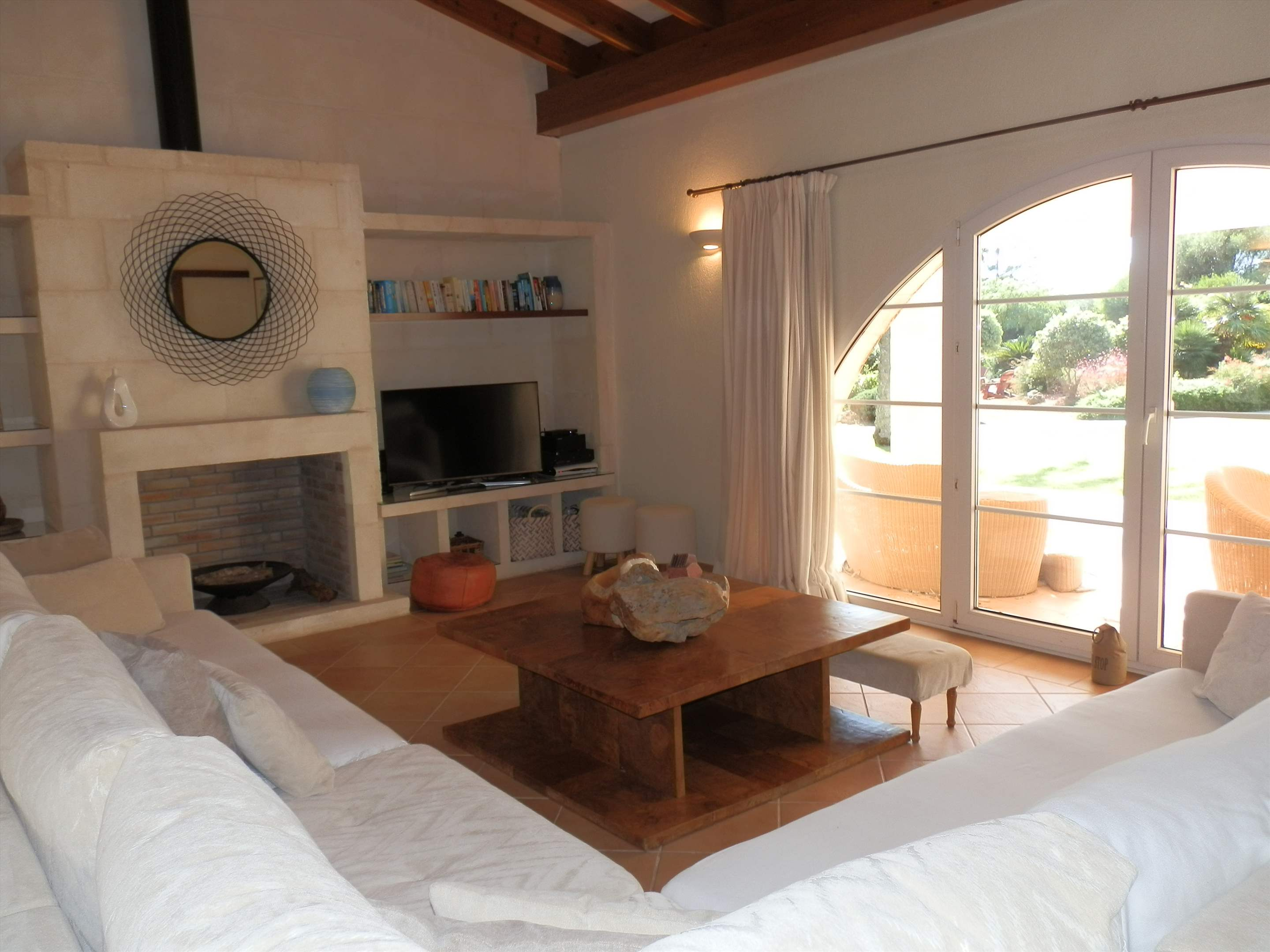 Villa Amanjena, 6 bedroom villa in Mahon, San Luis & South East, Menorca Photo #3