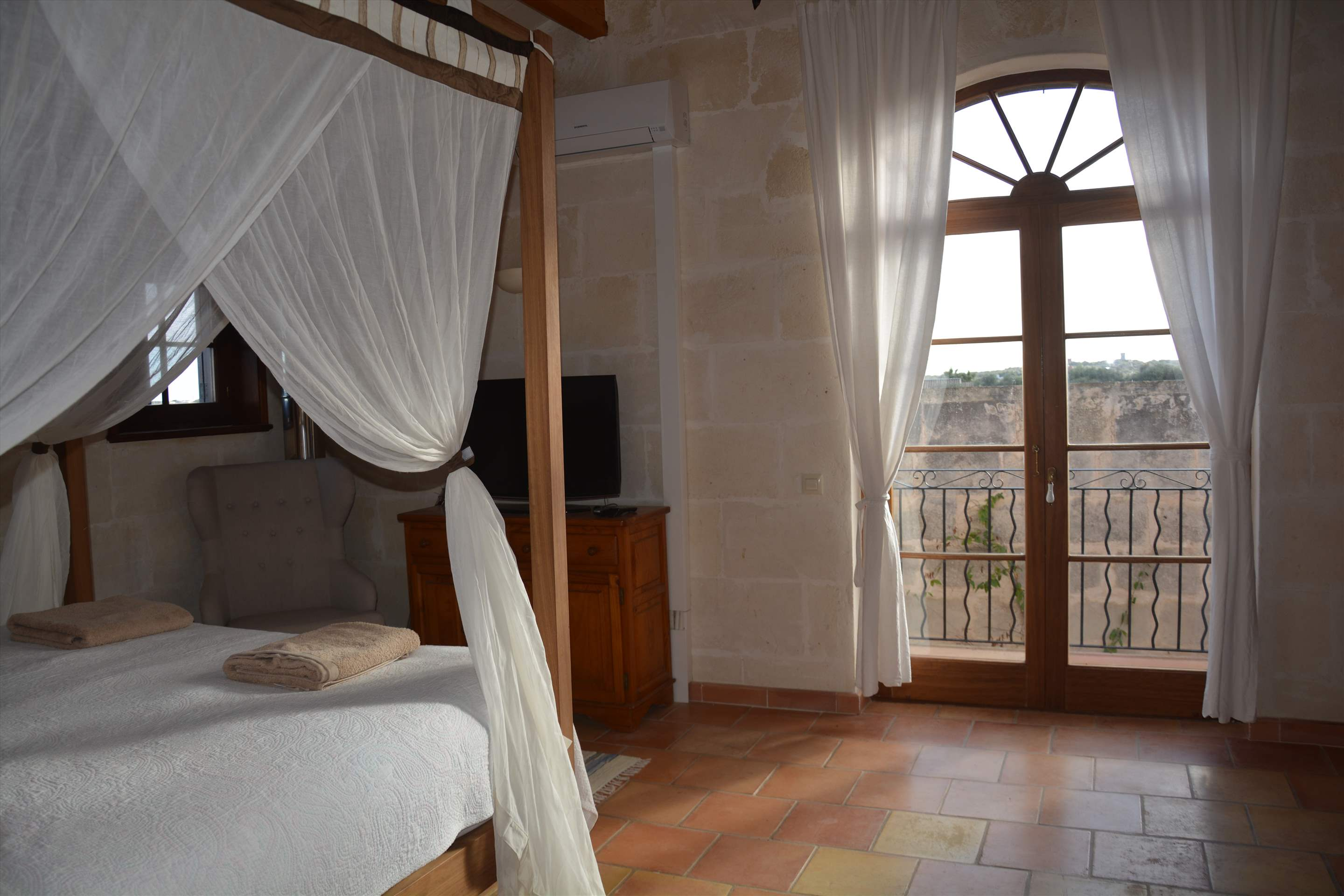 Les Arcs, 5 bedroom villa in Mahon, San Luis & South East, Menorca Photo #24